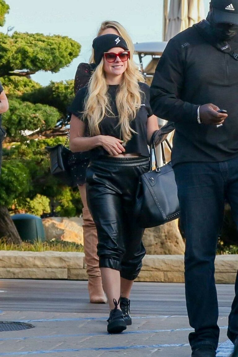 Avril Lavigne in a Black Outfit