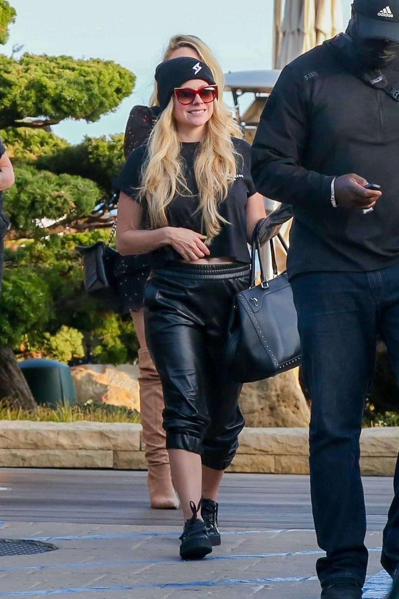 Avril Lavigne in a Black Outfit Arrives at Nobu Restaurant in Malibu 05/22/2021