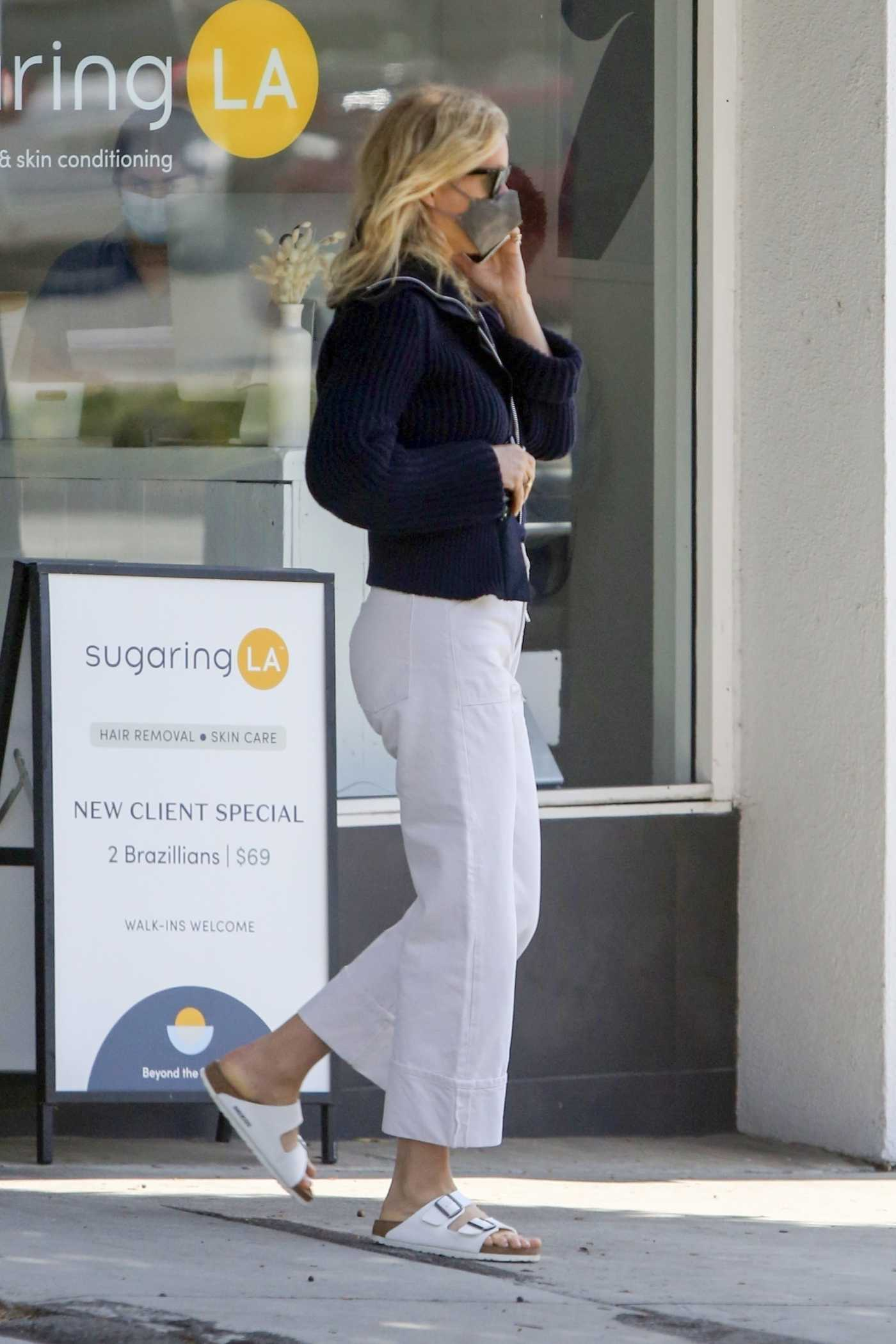 Gwyneth Paltrow in a White Pants Leaves a Clothing Store in Santa Monica 05/07/2021
