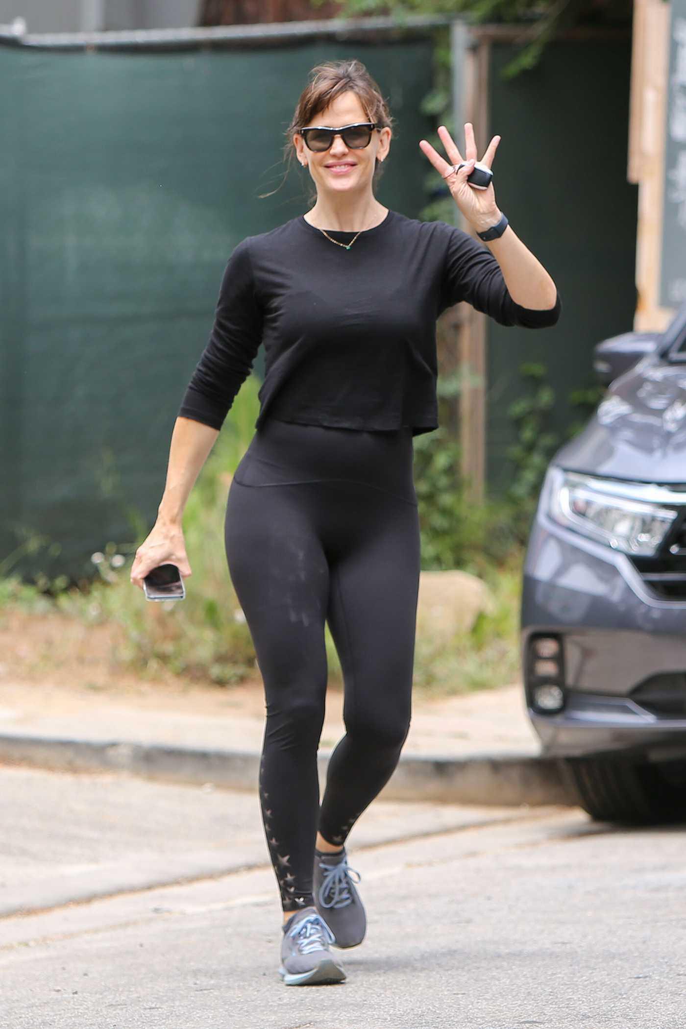 Jennifer Garner in a Black Workout Ensemble Was Seen Out in Brentwood 05/09/2021