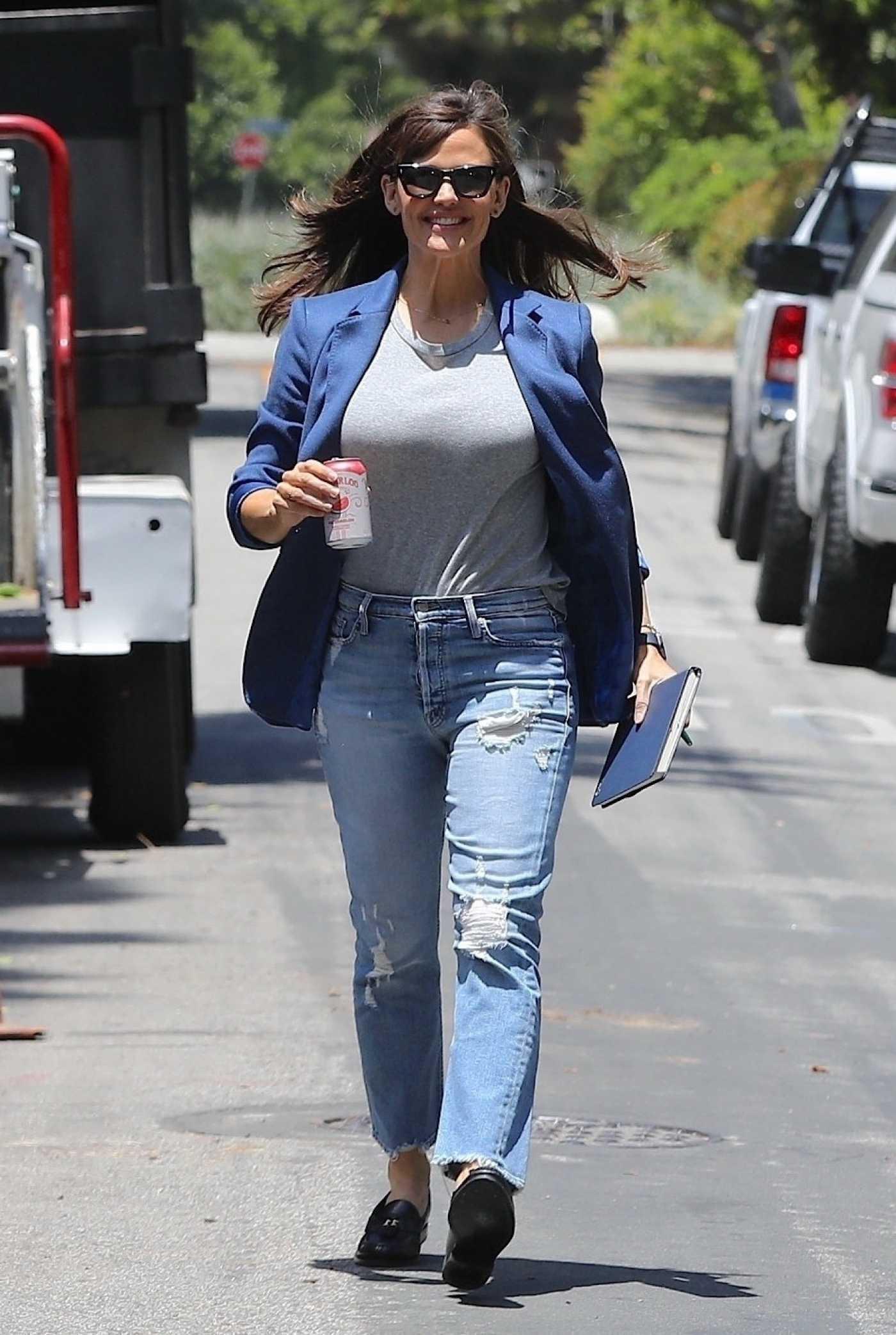 Jennifer Garner in a Blue Blazer Was Seen Out in Brentwood 05/27/2021