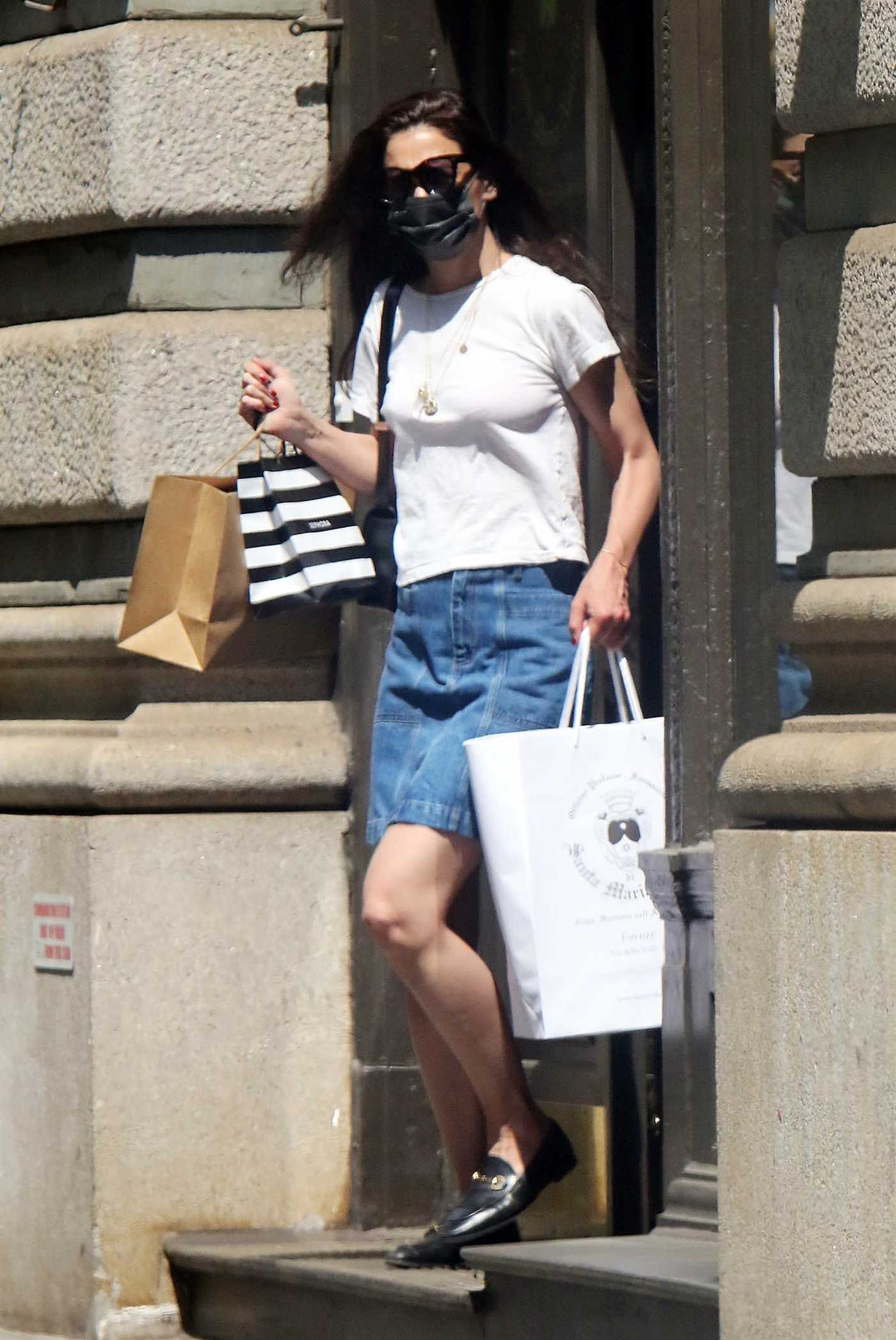 Katie Holmes in a White Tee Goes Shopping in New York 05/21/2021