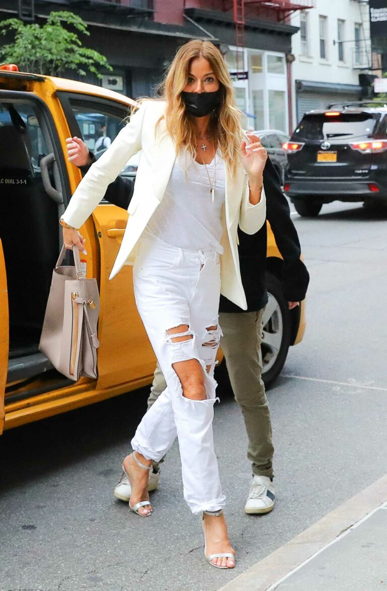 Kelly Bensimon in a White Ripped Jeans