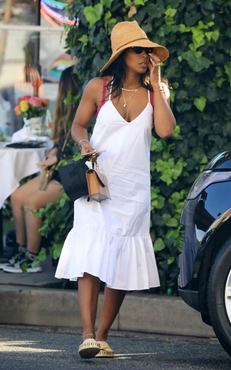 Kelly Rowland in a White Summer Dress