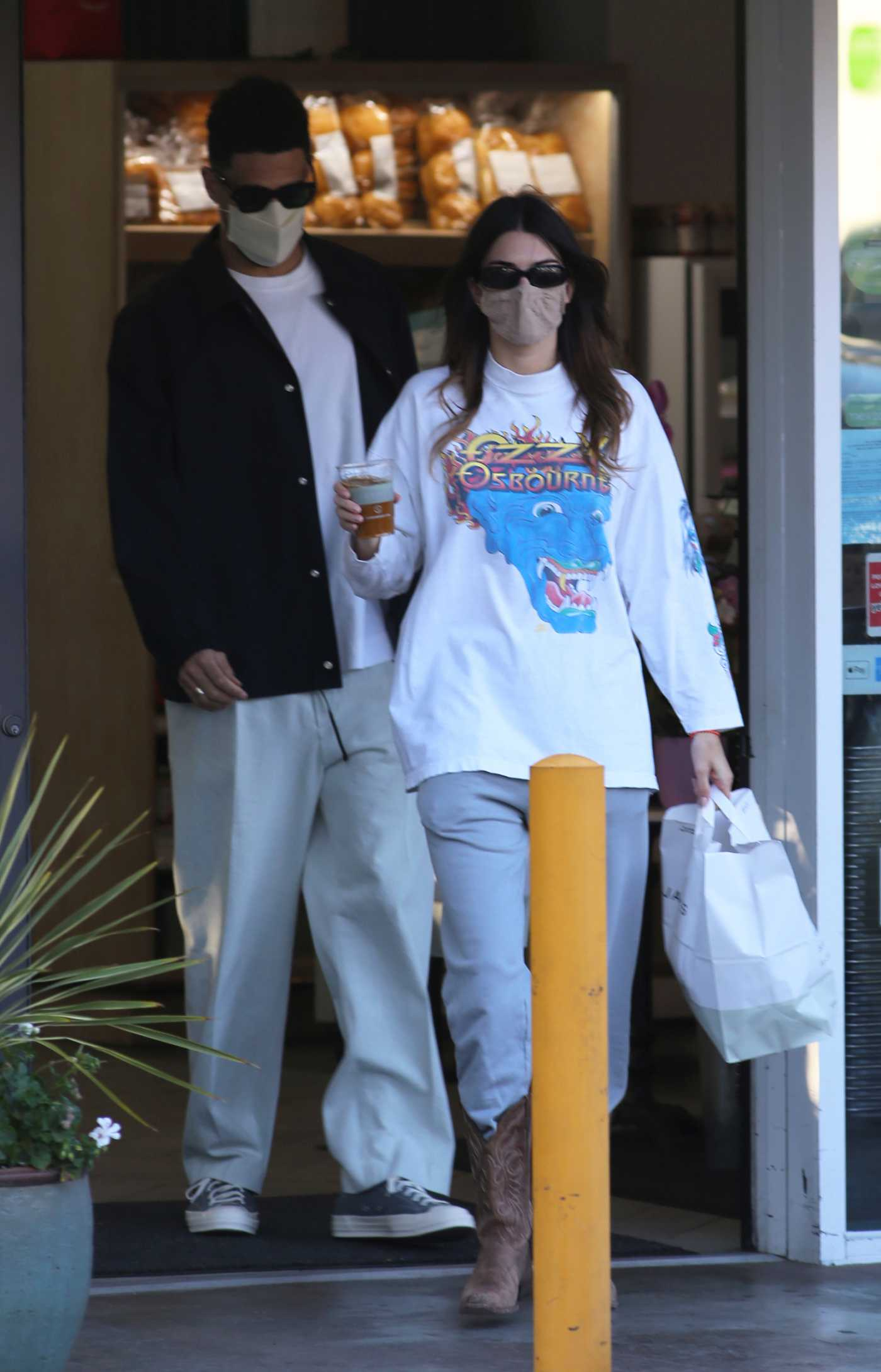 Kendall Jenner in a White Sweatshirt Was Seen Out with Her Boyfriend Devin Booker in Bel-Air 05/29/2021