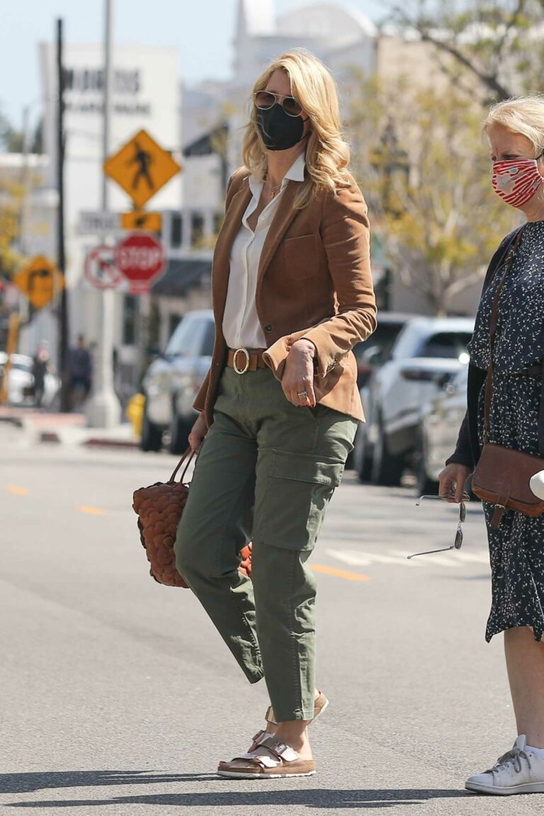Laura Dern in an Olive Pants