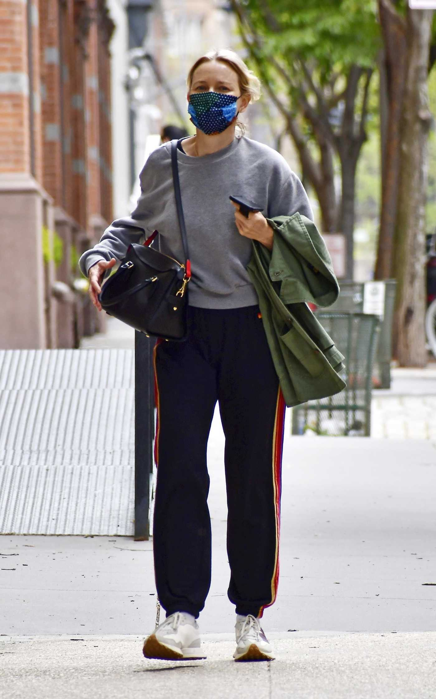 Naomi Watts in a Grey Sweatshirt Was Seen Out in Tribeca, New York 05/02/2021