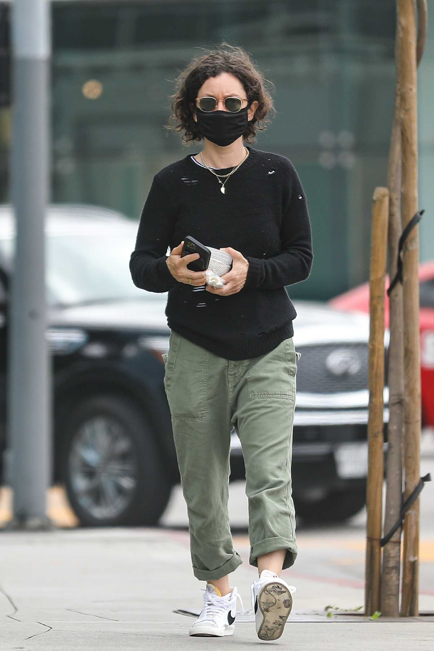Sara Gilbert in a Black Protective Mask Was Seen Out in West Hollywood 05/12/2021