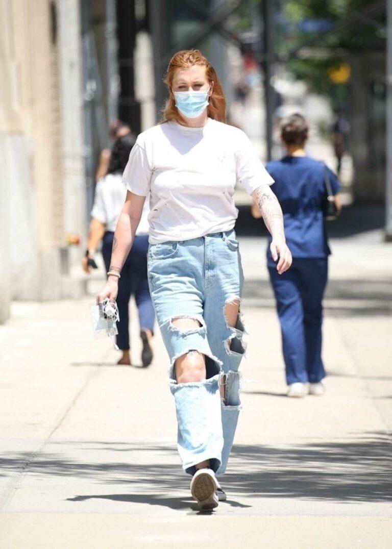 Ireland Baldwin in a Blue Ripped Jeans