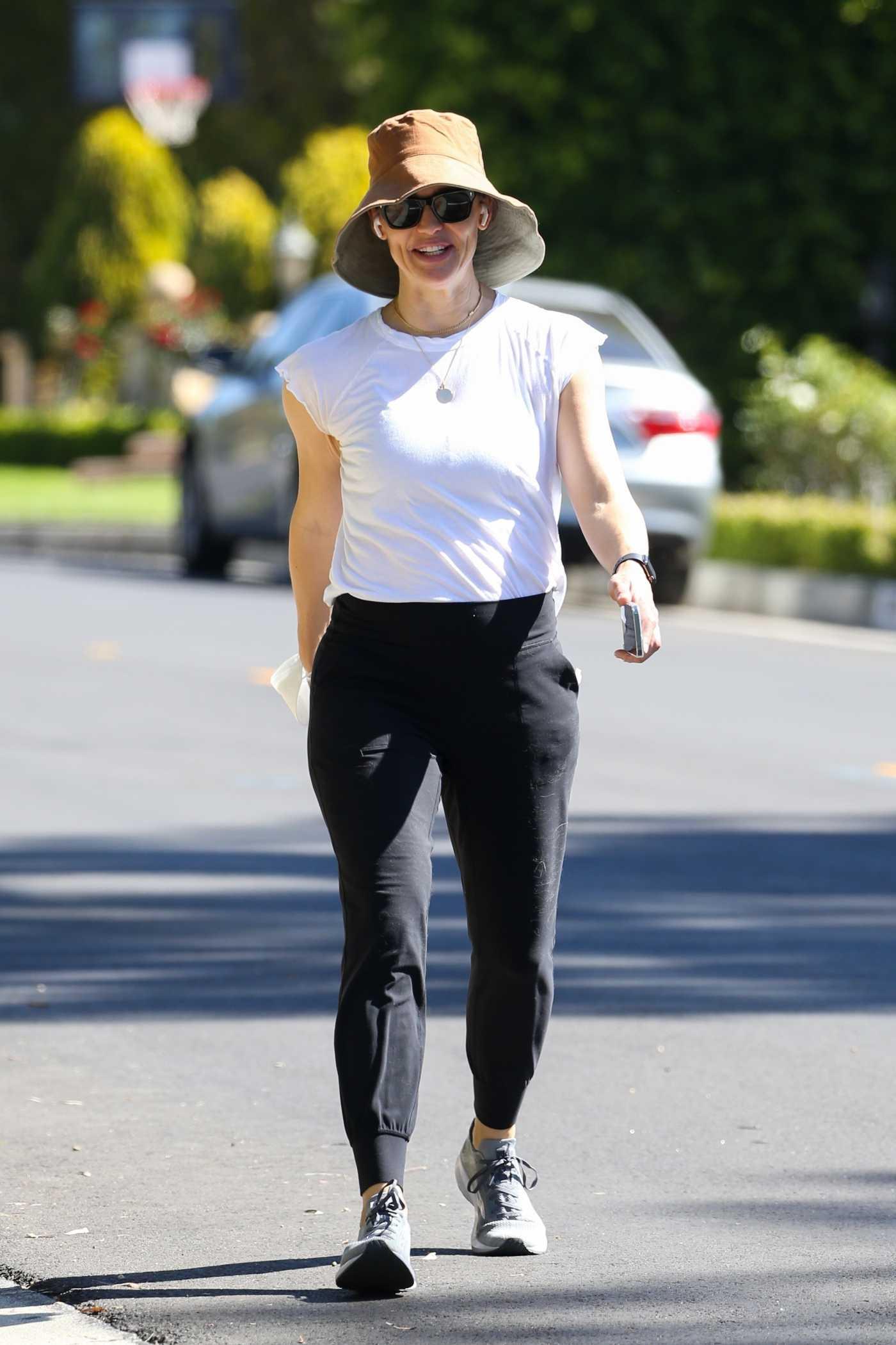 Jennifer Garner in a White Tee Was Seen Out in Santa Monica 06/02/2021