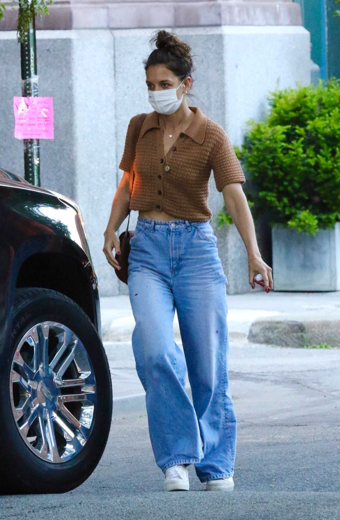 Katie Holmes in a Blue Jeans Was Seen Out in New York 06/10/2021