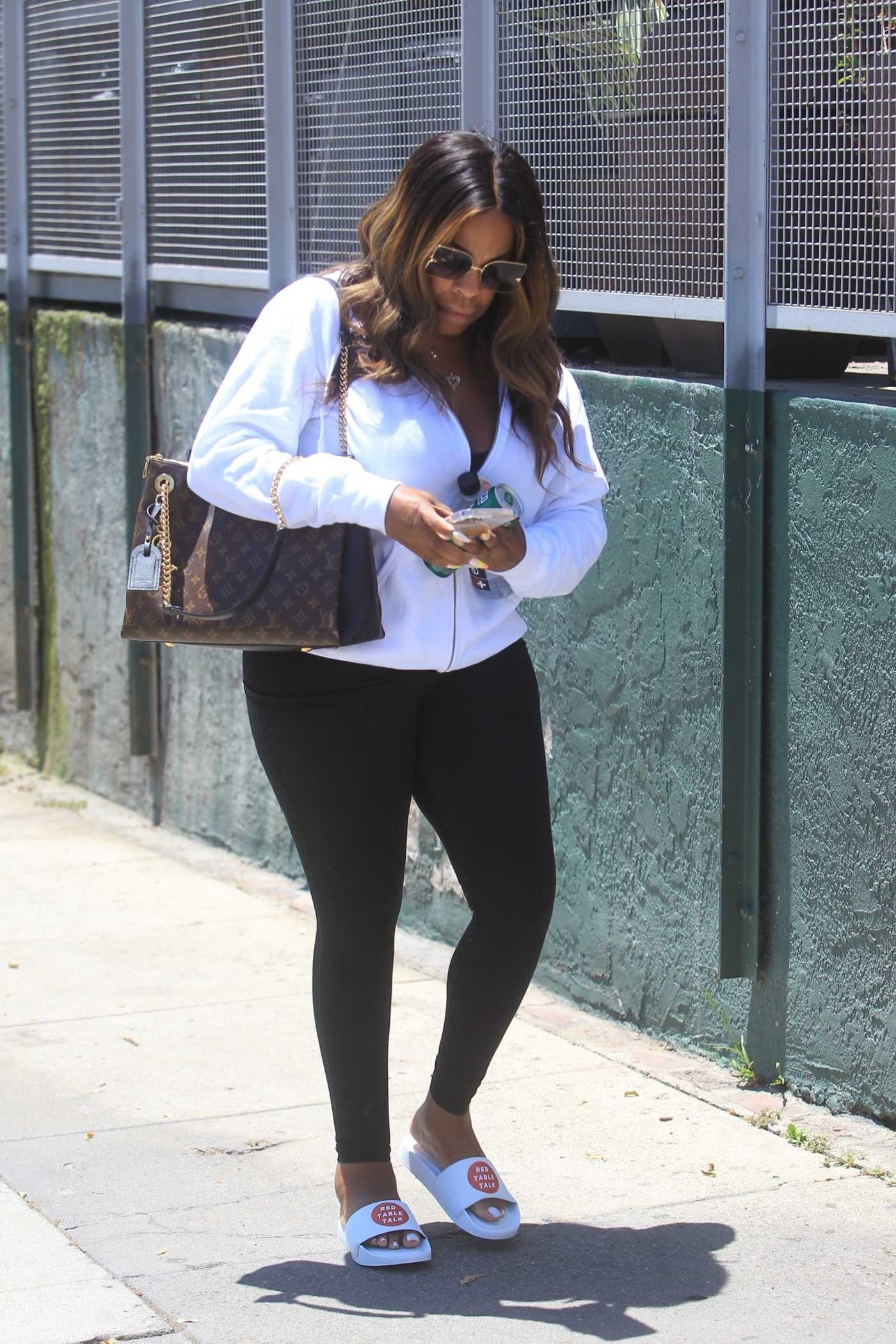 Niecy Nash in a Black Leggings Leaves Dogpound Gym in West Hollywood 06/08/2021