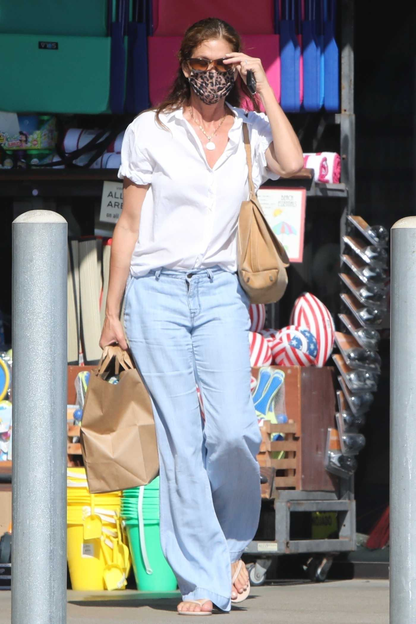 Cindy Crawford in a White Blouse Goes Grocery Shopping at Vintage Grocers in Malibu 07/19/2021