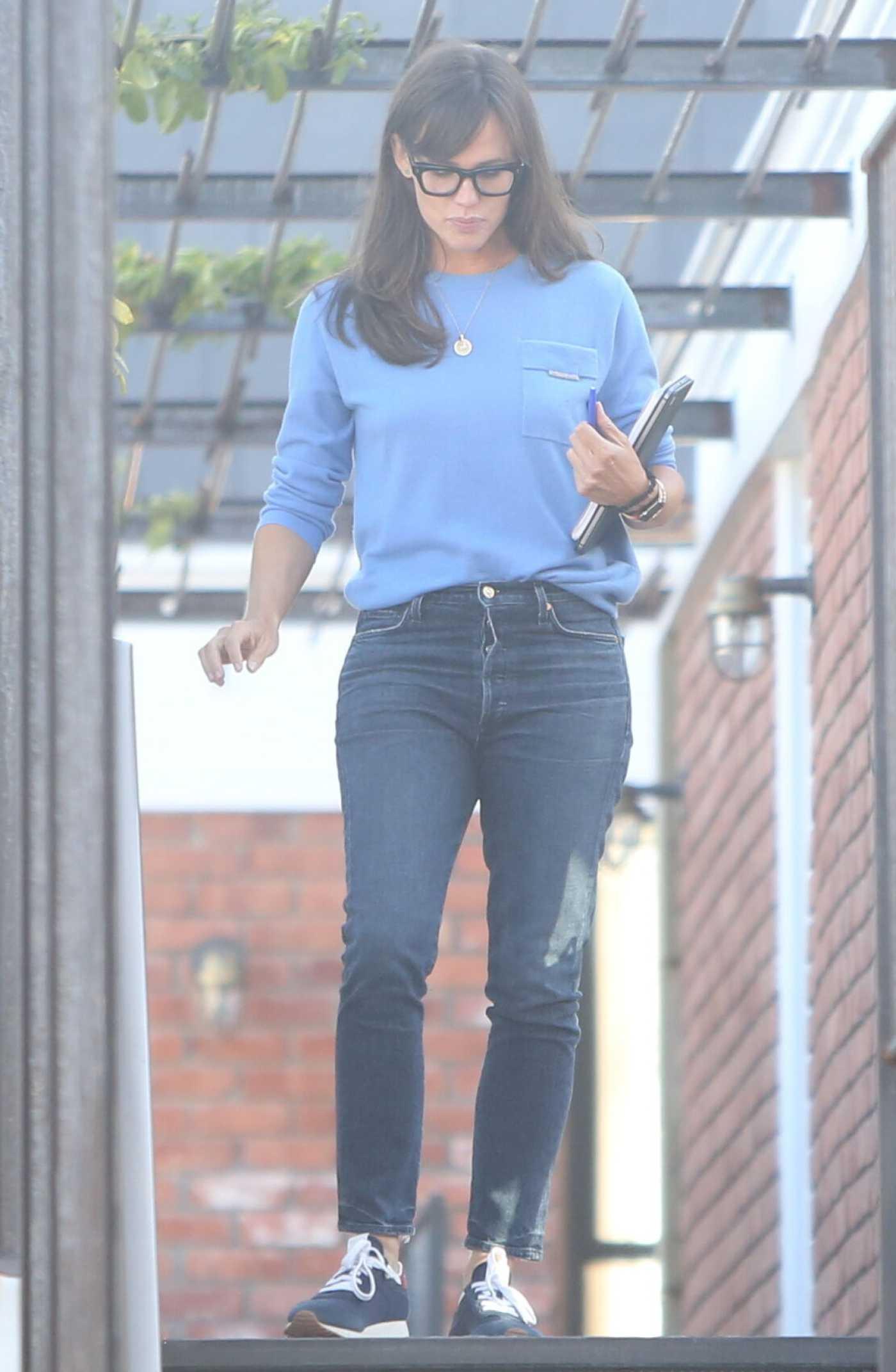 Jennifer Garner in a Blue Sweatshirt Leaves Her Office in Brentwood 07/27/2021