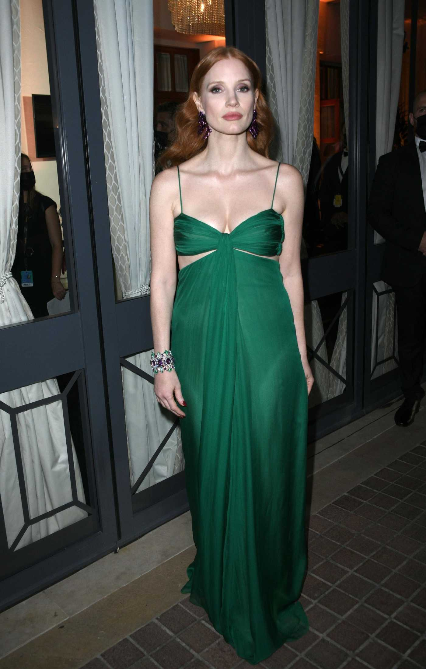 Jessica Chastain in a Green Dress Arrives at the Photocall Ahead of the Chopard Trophy Dinner in Cannes 07/09/2021