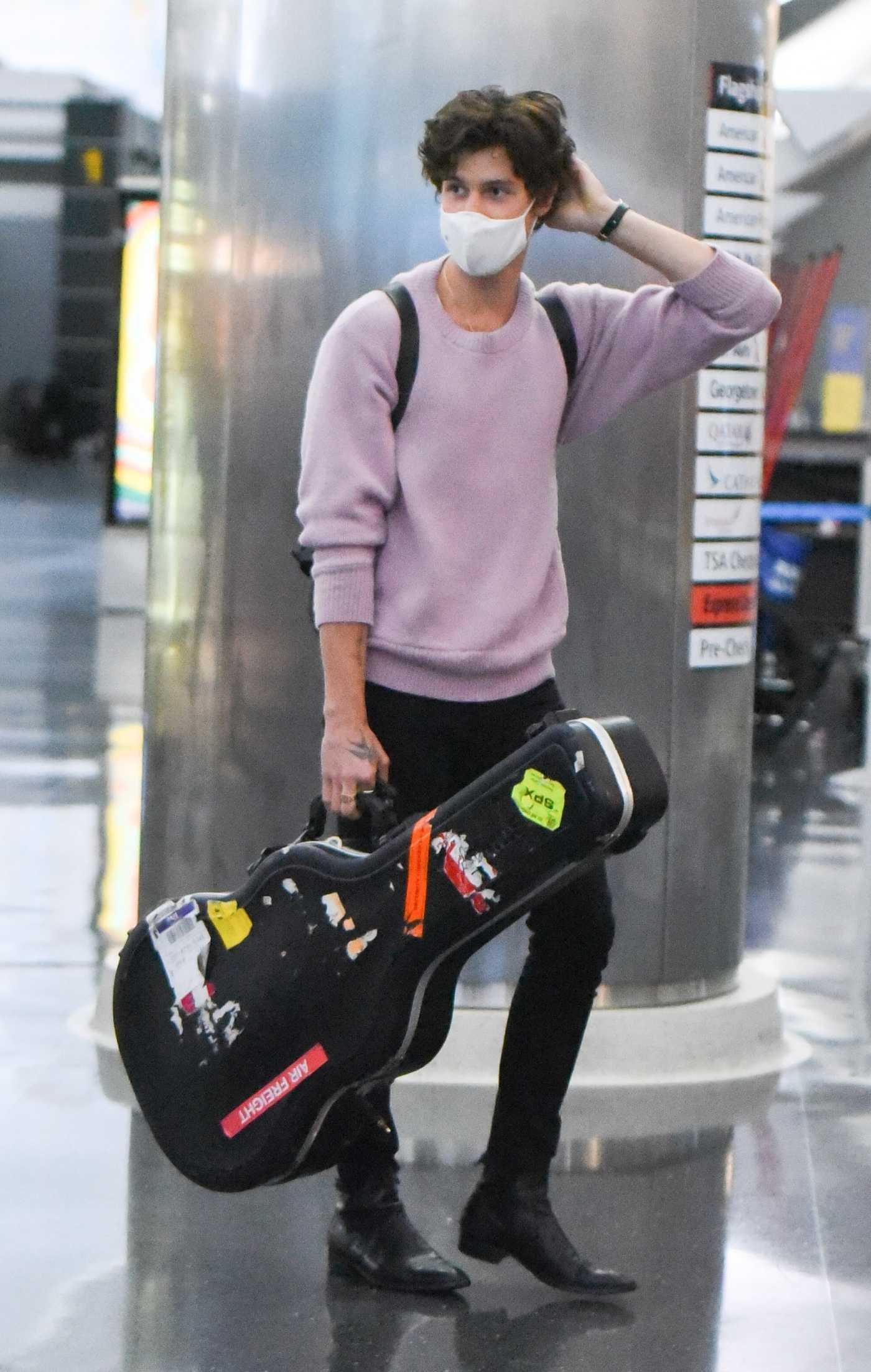 Shawn Mendes in a Lilac Sweater Arrives at JFK Airport in New York City 07/20/2021