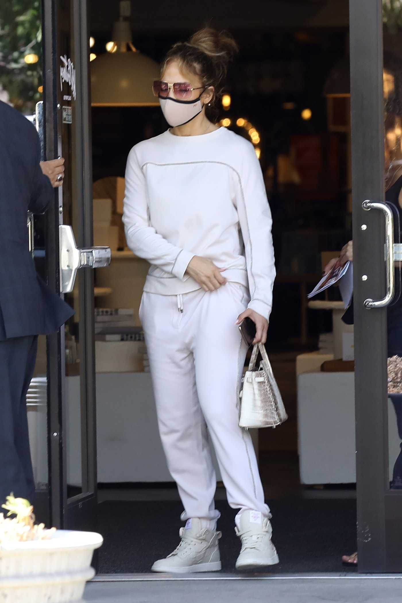 Jennifer Lopez in a White Sweatsuit Shops for New Furniture at HD Buttercup Furniture Store in Los Angeles 08/07/2021