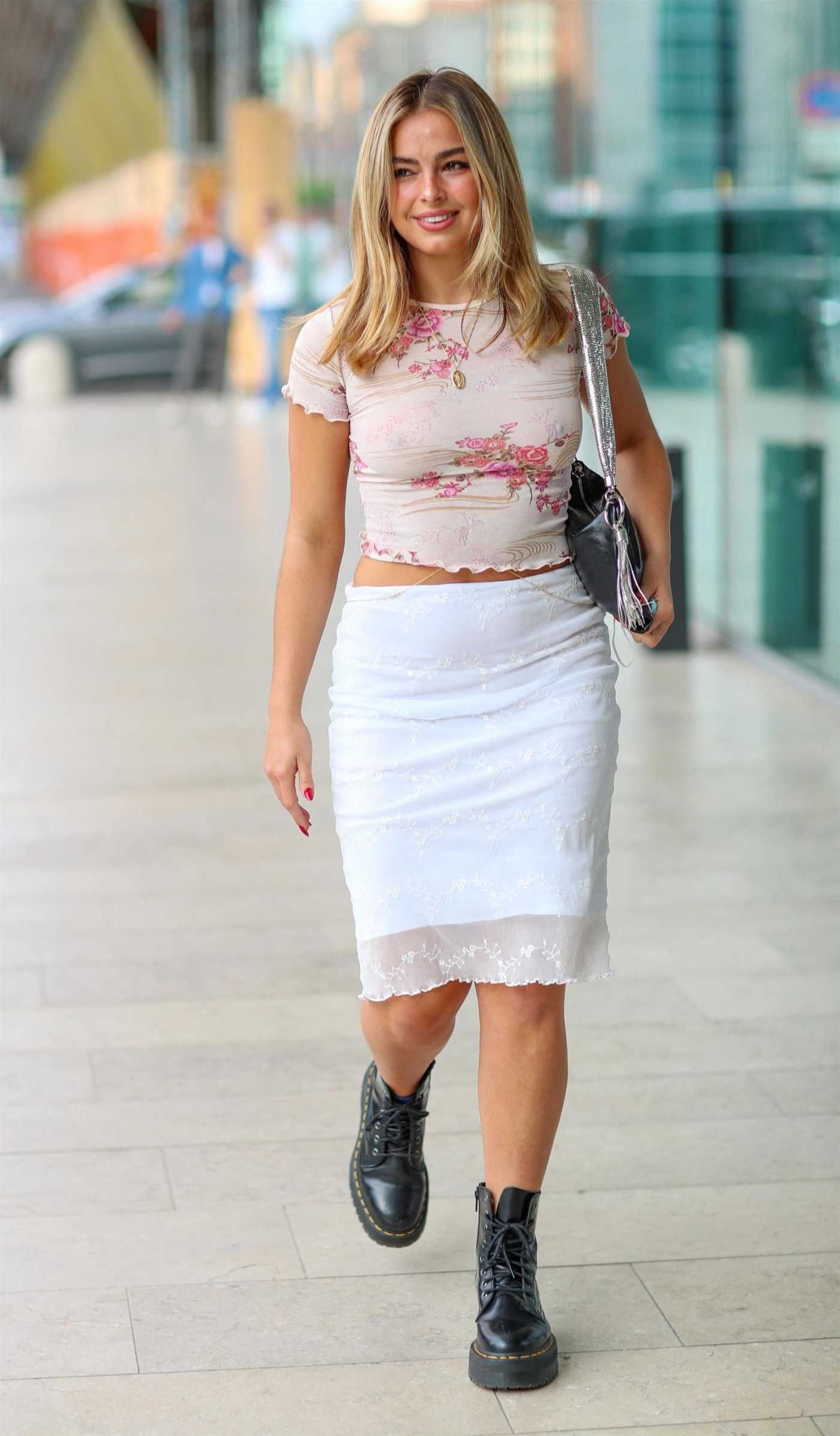 Addison Rae in a White Skirt Was Seen Out in Milan 09/23/2021