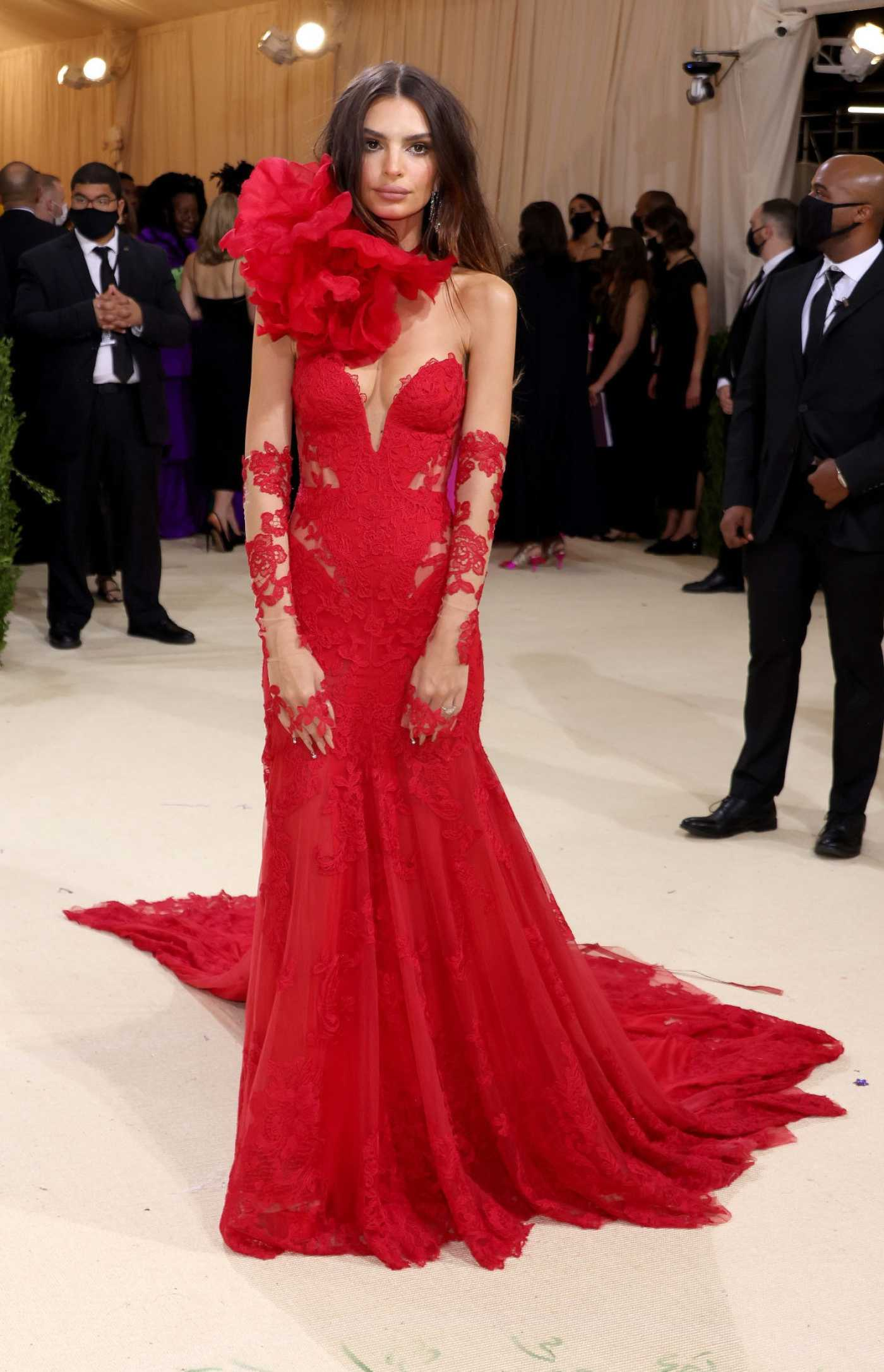 Emily Ratajkowski Attends 2021 Met Gala In America: A Lexicon of Fashion at Metropolitan Museum of Art in New York City 09/13/2021