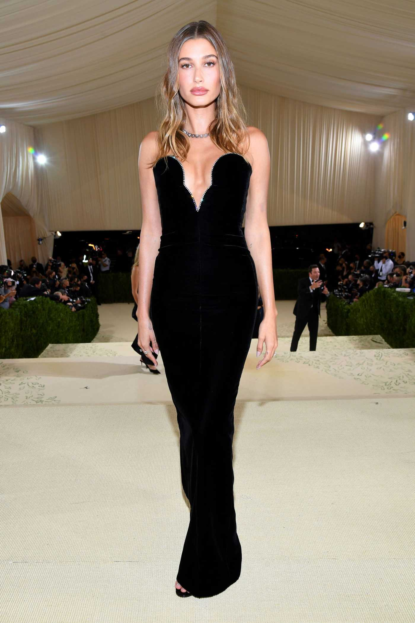 Hailey Baldwin Attends 2021 Met Gala In America: A Lexicon of Fashion at Metropolitan Museum of Art in New York City 09/13/2021