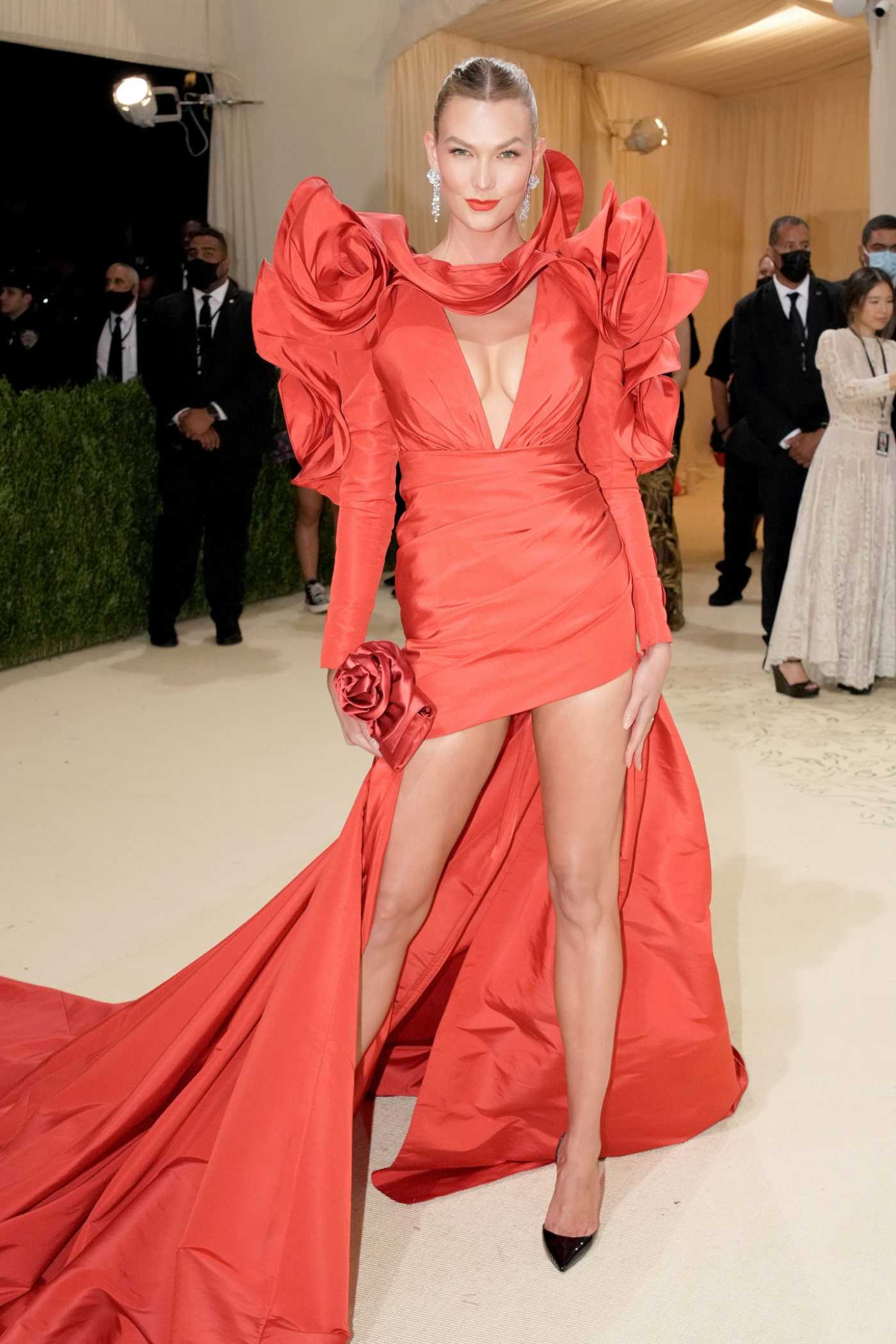Karlie Kloss Attends 2021 Met Gala In America: A Lexicon of Fashion at Metropolitan Museum of Art in New York City 09/13/2021