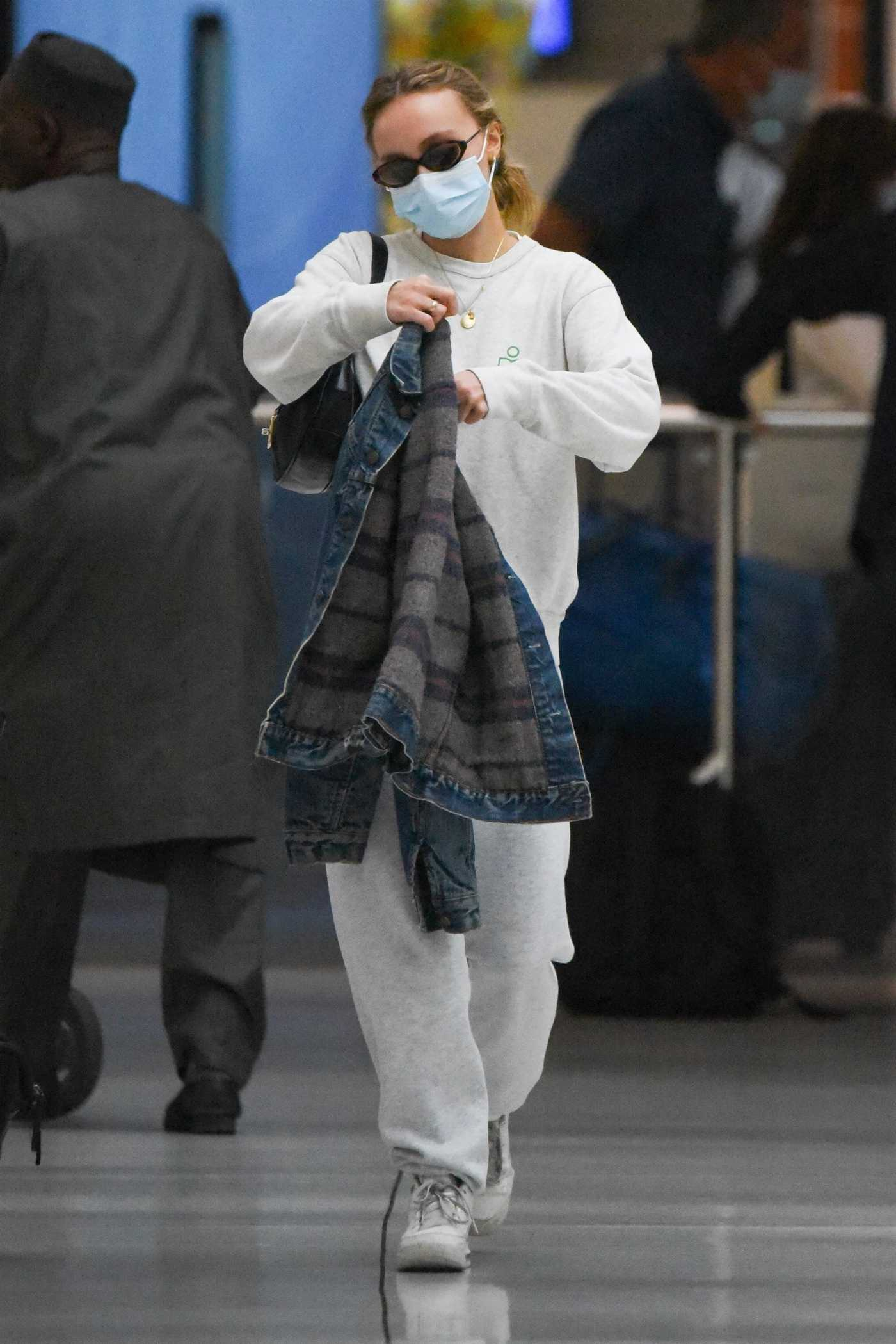 Lily-Rose Depp in a Grey Sweatsuit Arrives at JFK Airport in New York 09/01/2021