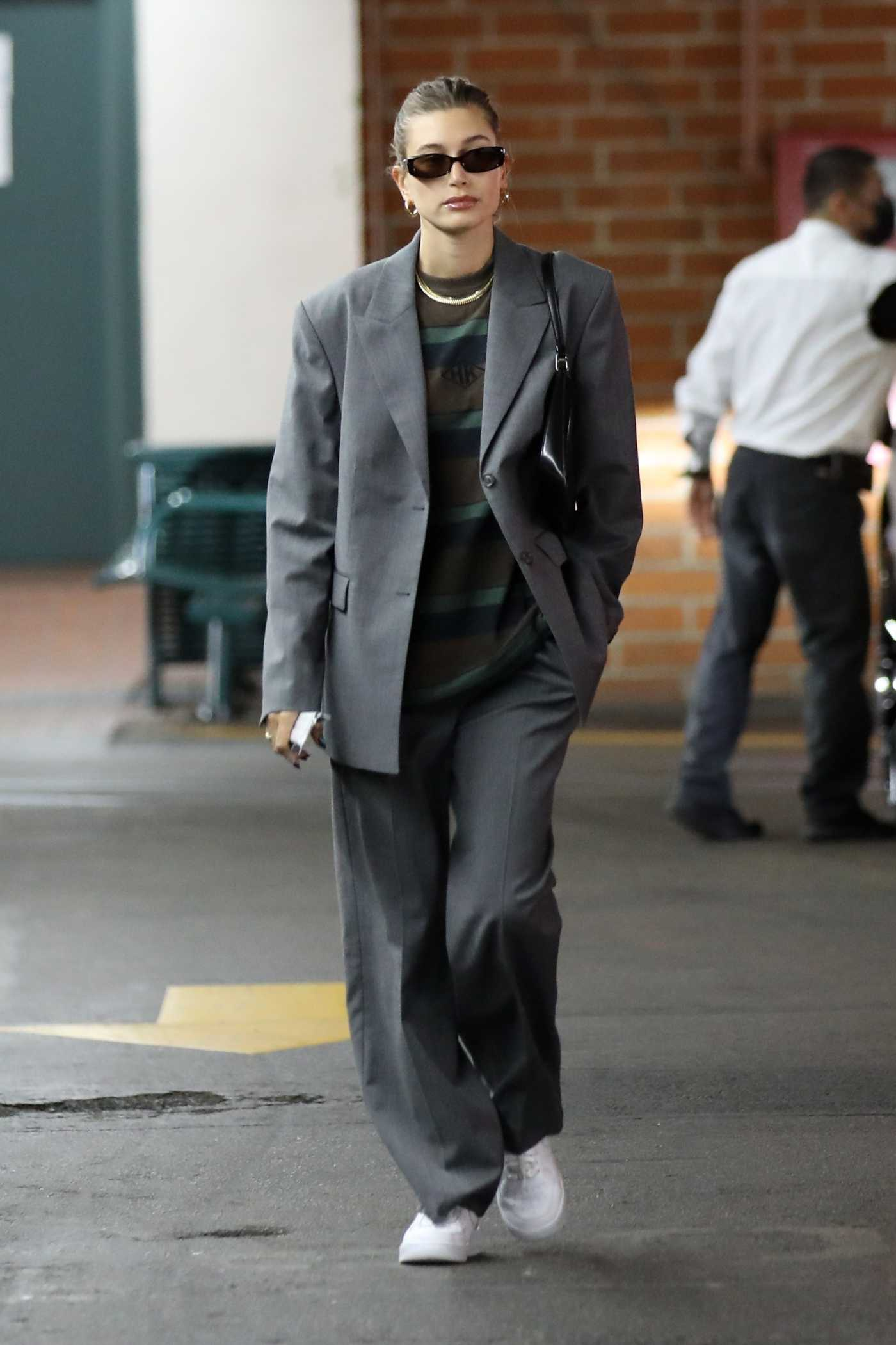 Hailey Baldwin in a Grey Pantsuit Was Seen Out in Beverly Hills 10/19/2021