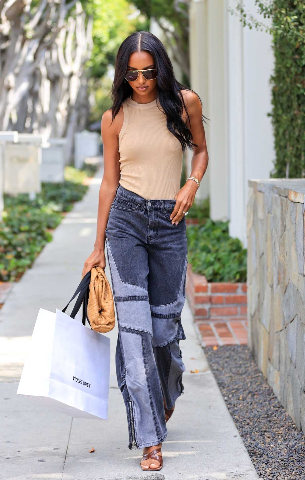 Jasmine Tookes in a Beige Tank Top Was Seen Out in Los Angeles 10/12/2021
