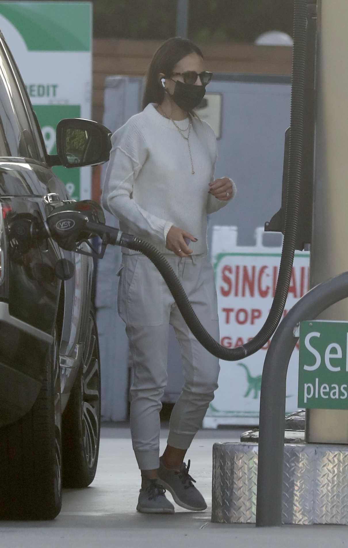 Jordana Brewster in a Black Protective Mask Was Seen at a Gas Station in Brentwood 10/12/2021