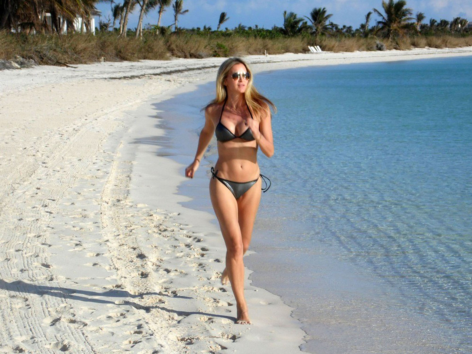 Caprice Bourret shows off her bikini body in the Bahamas