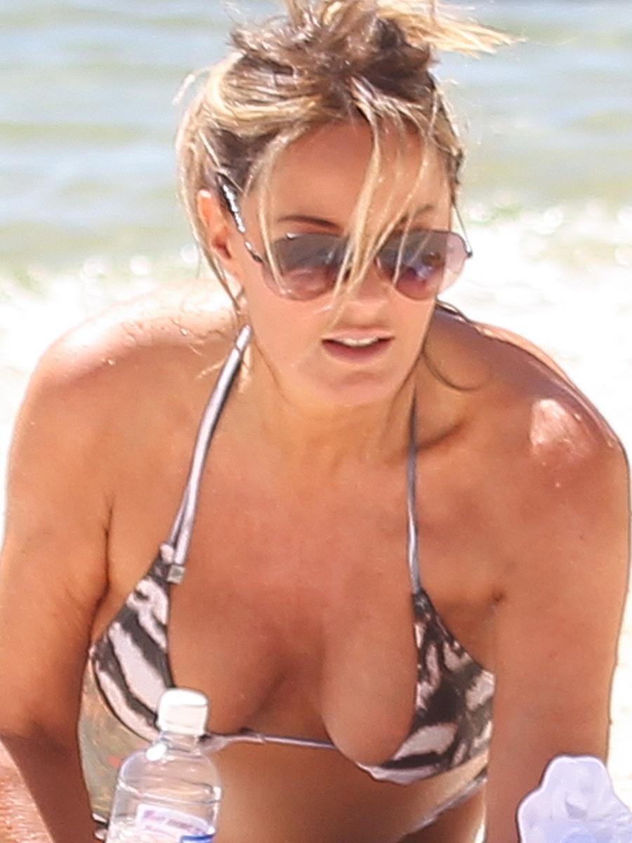 Charlotte Dawson Wearing Bikini on The Beach at Neilsen Park