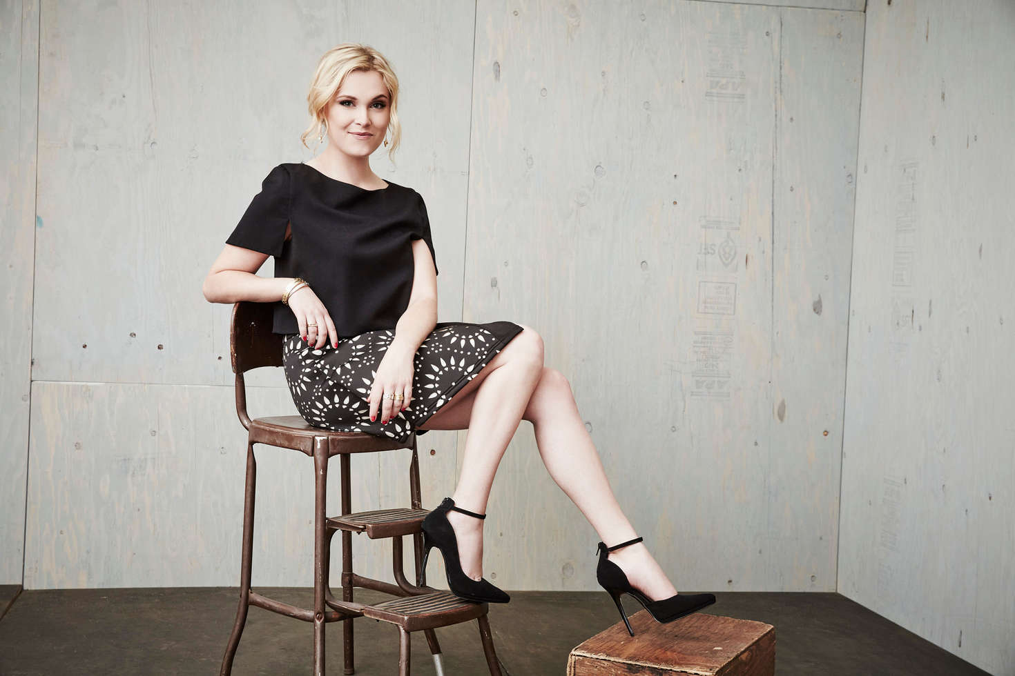Eliza Taylor Winter TCA Tour Portraits