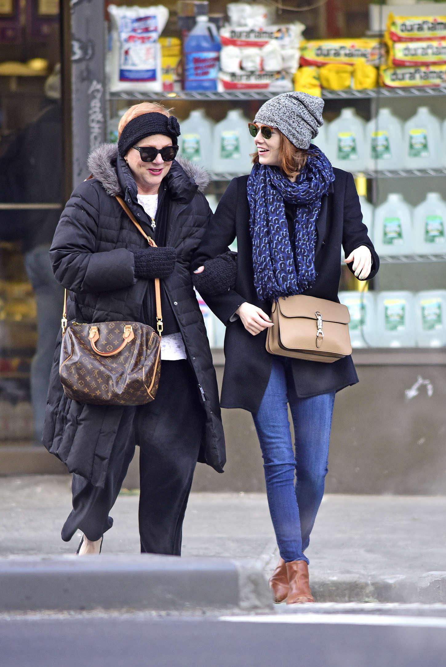 Emma Stone Street Style Out In New York City Celebrity Wiki Onceleb Wiki
