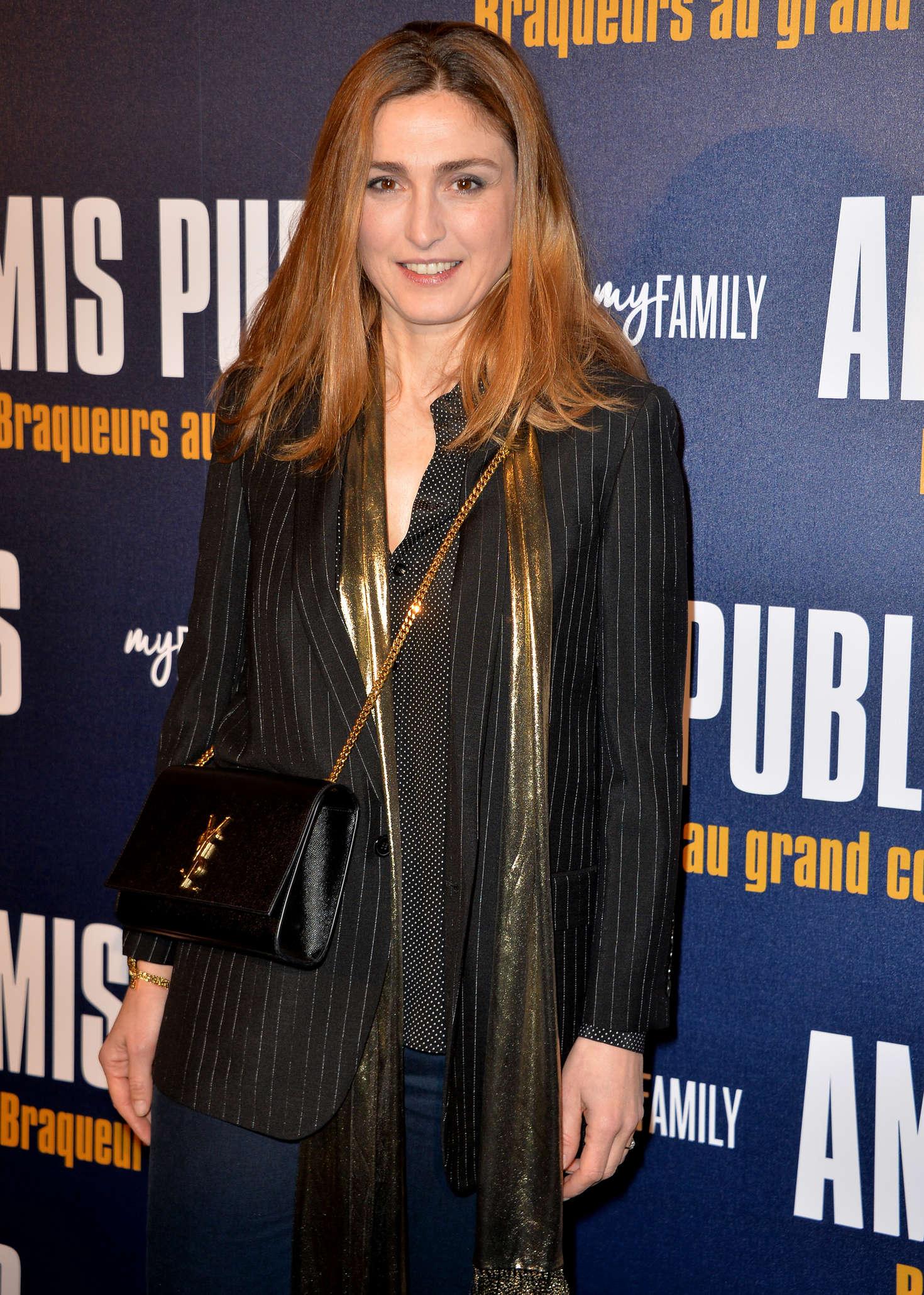 Julie Gayet Amis Publics Premiere in Paris