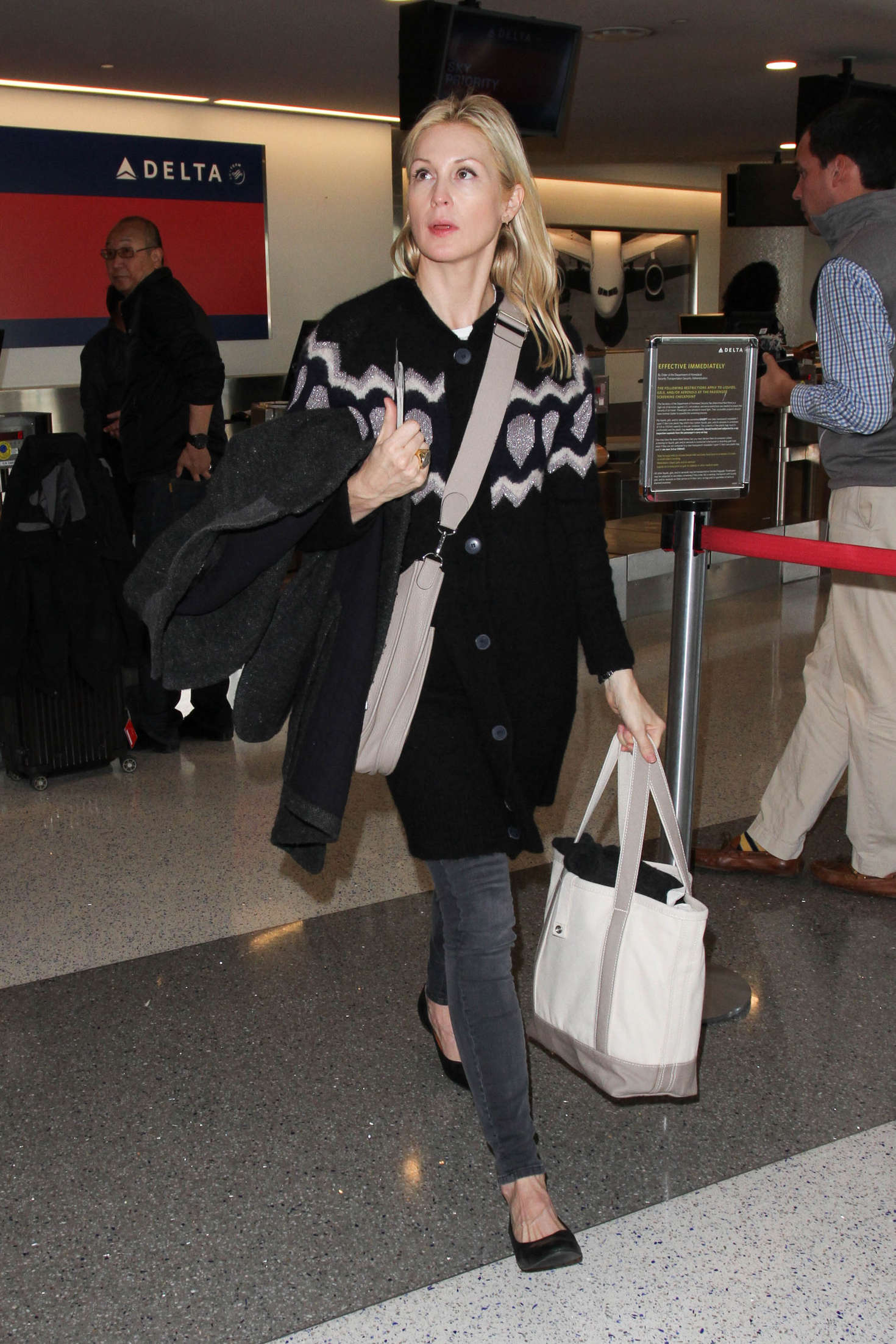 Kelly Rutherford LAX Airport in Los Angeles
