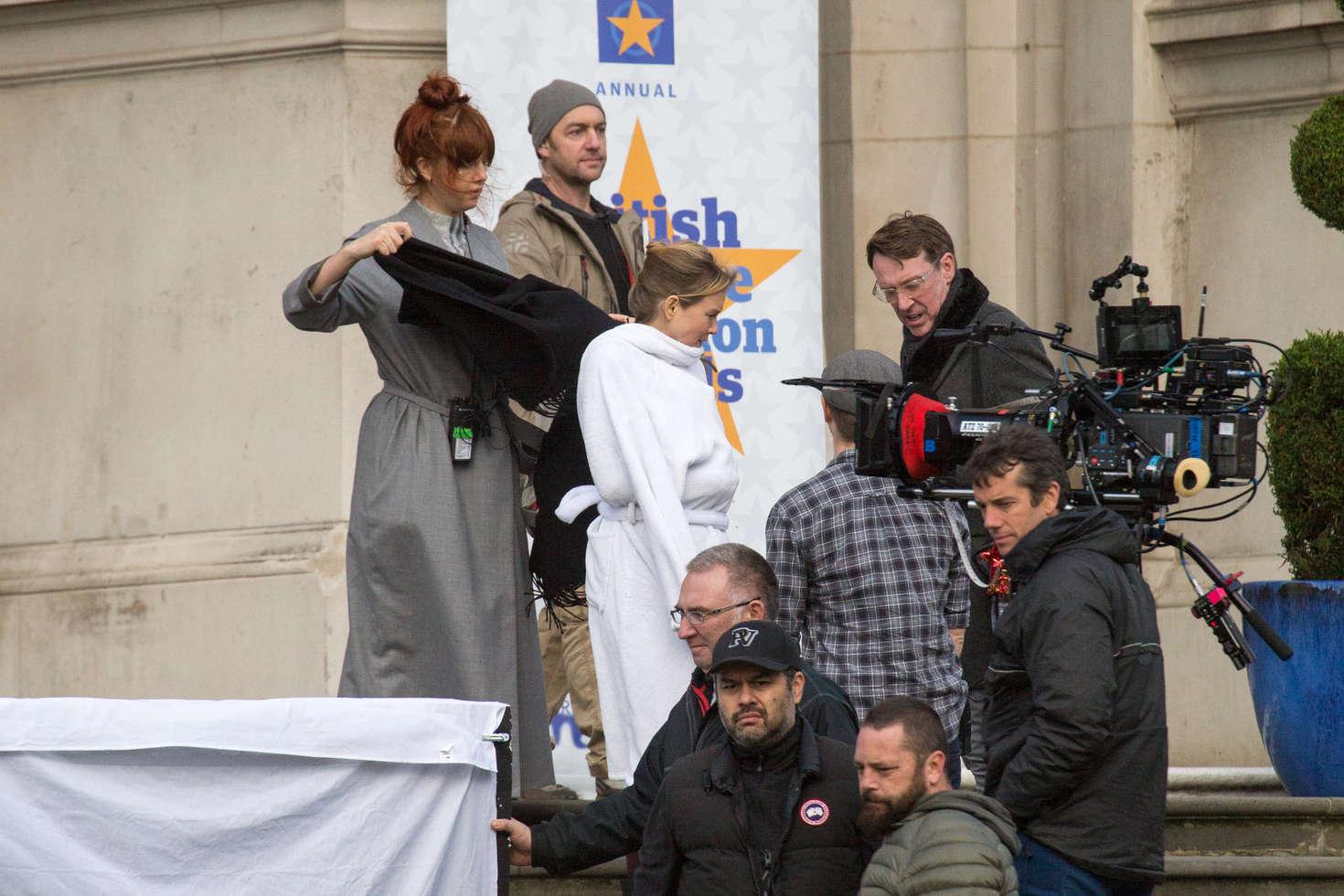 Renee Zellweger Filming Bridget Joness Baby in London