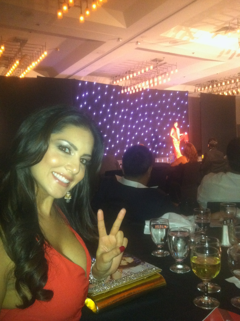 Sunny Leone Hot in a backstage at Miss India America