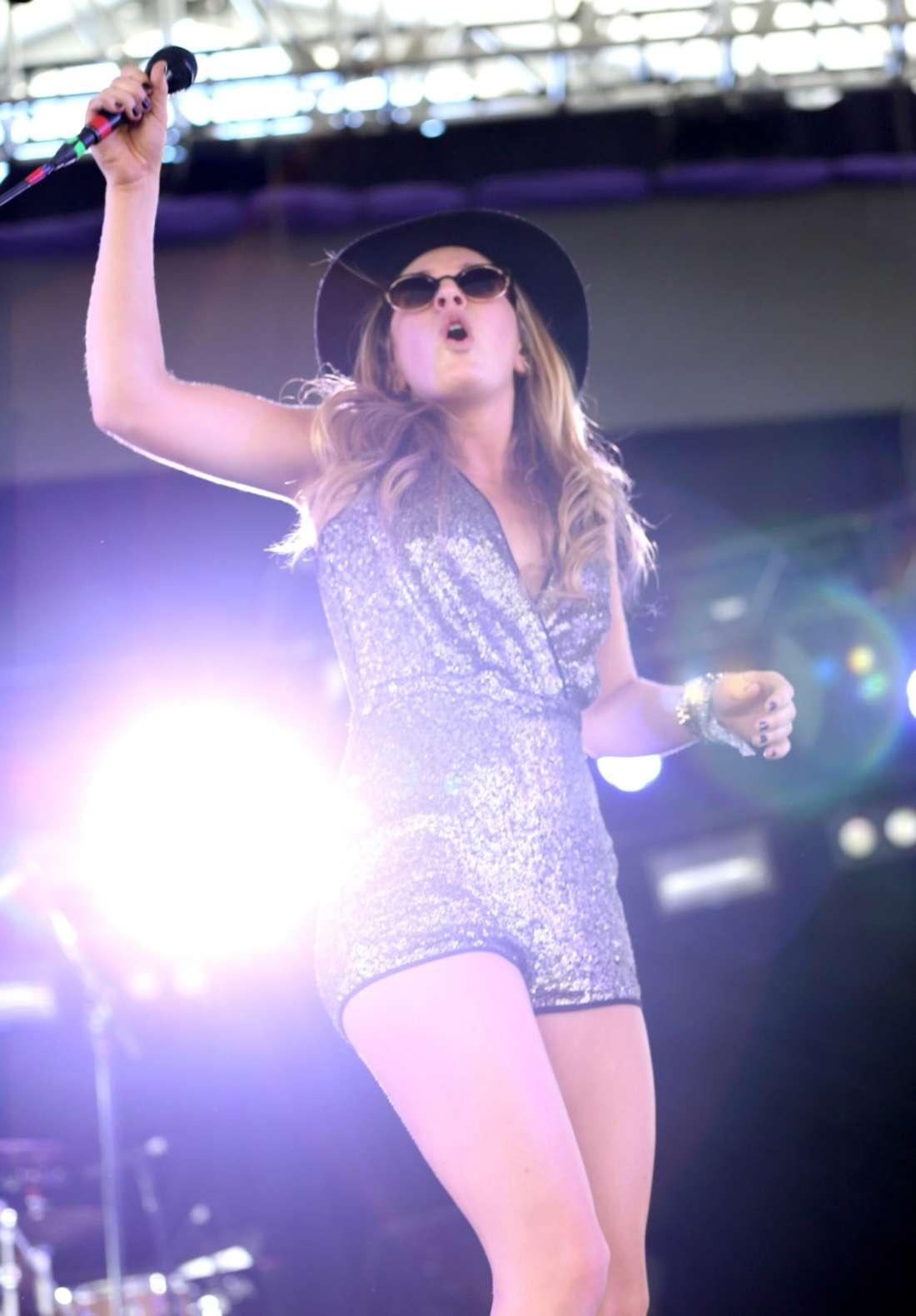 ZZ Ward Performing at the Coachella