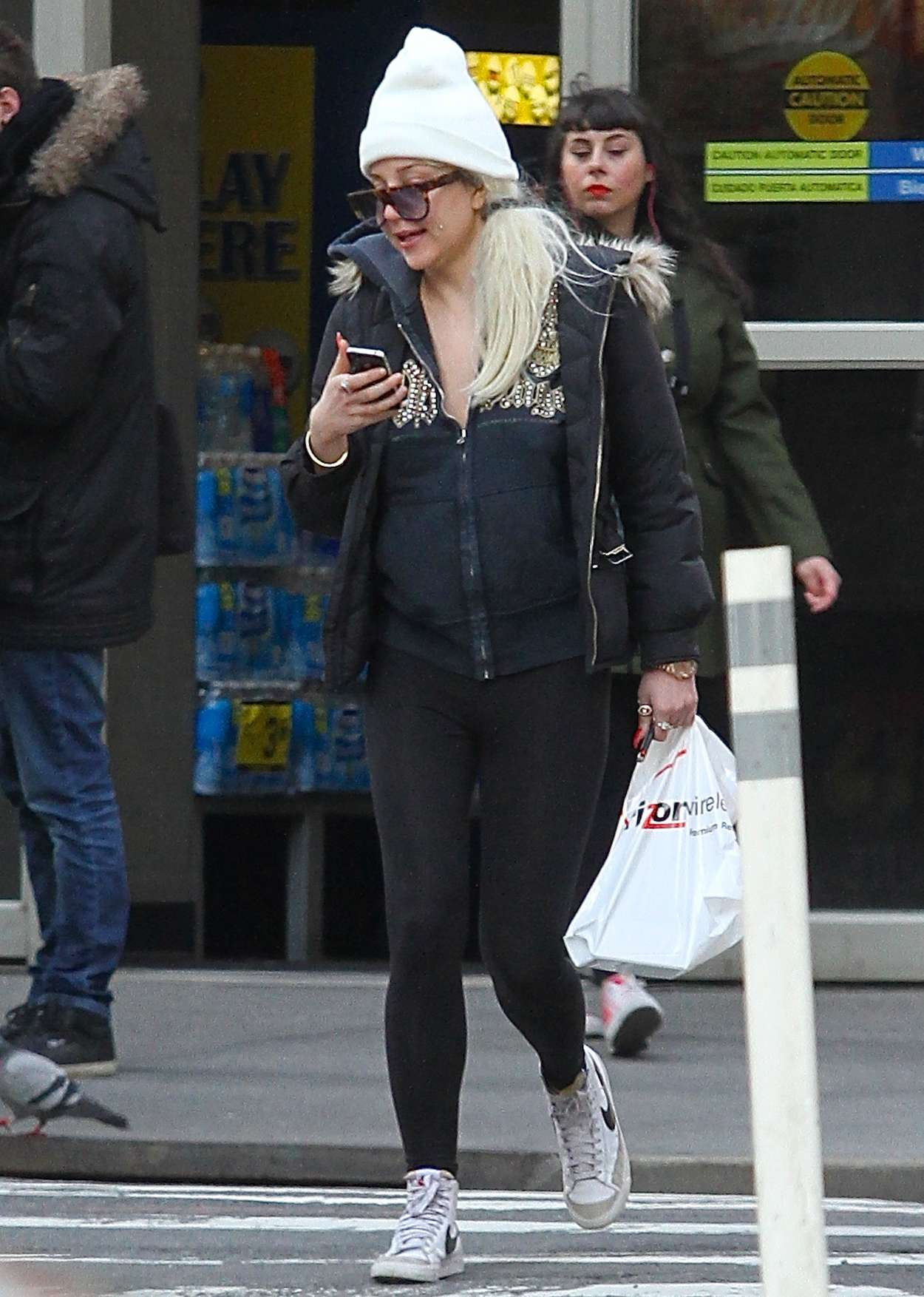 Amanda Bynes at a Verizon store in New York