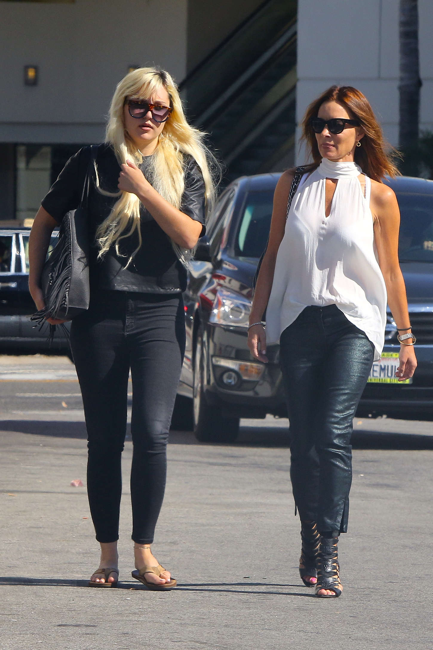 Amanda Bynes in Tight Jeans out in Los Angeles