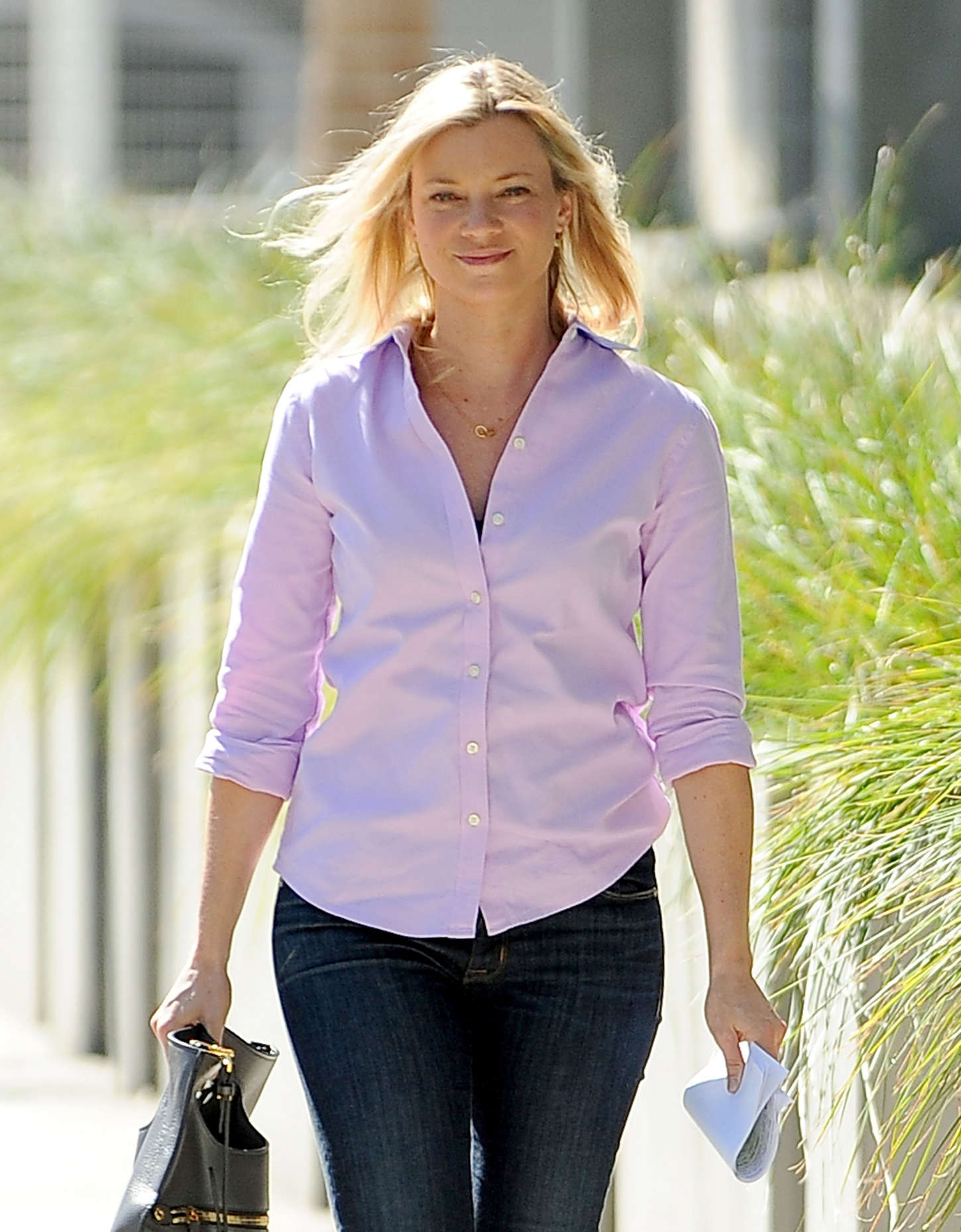 Amy Smart go out in Los Angeles