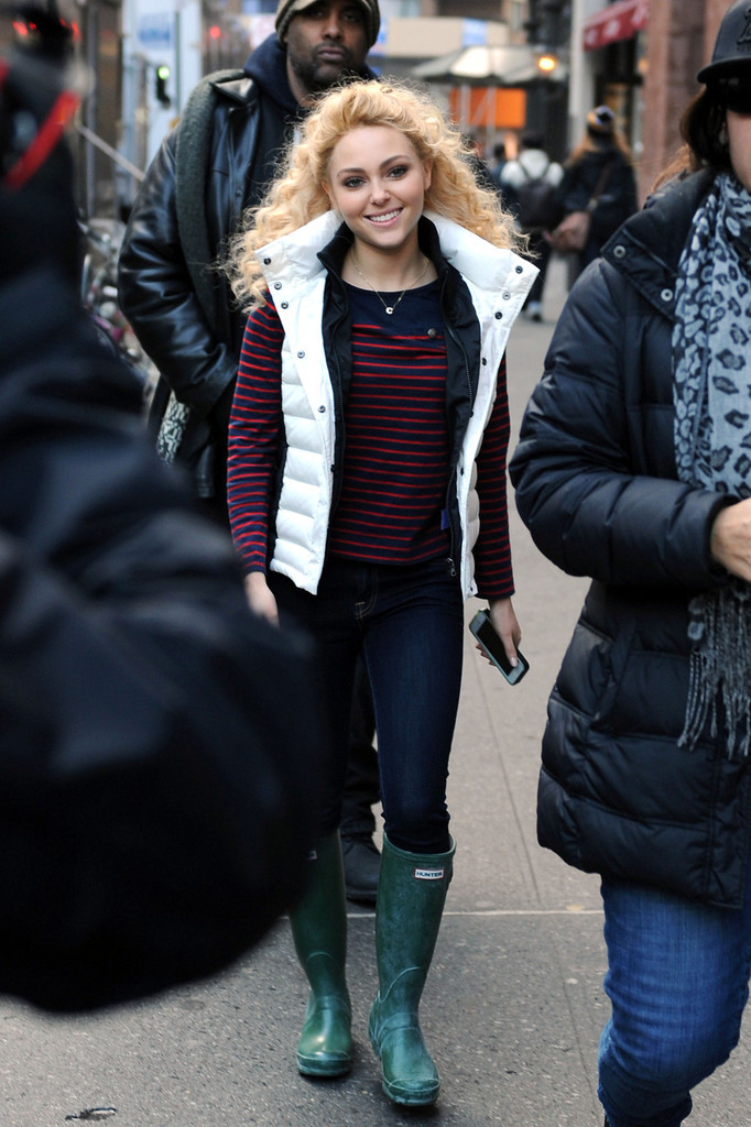 AnnaSophia Robb Filming The Carrie Diaries in New York