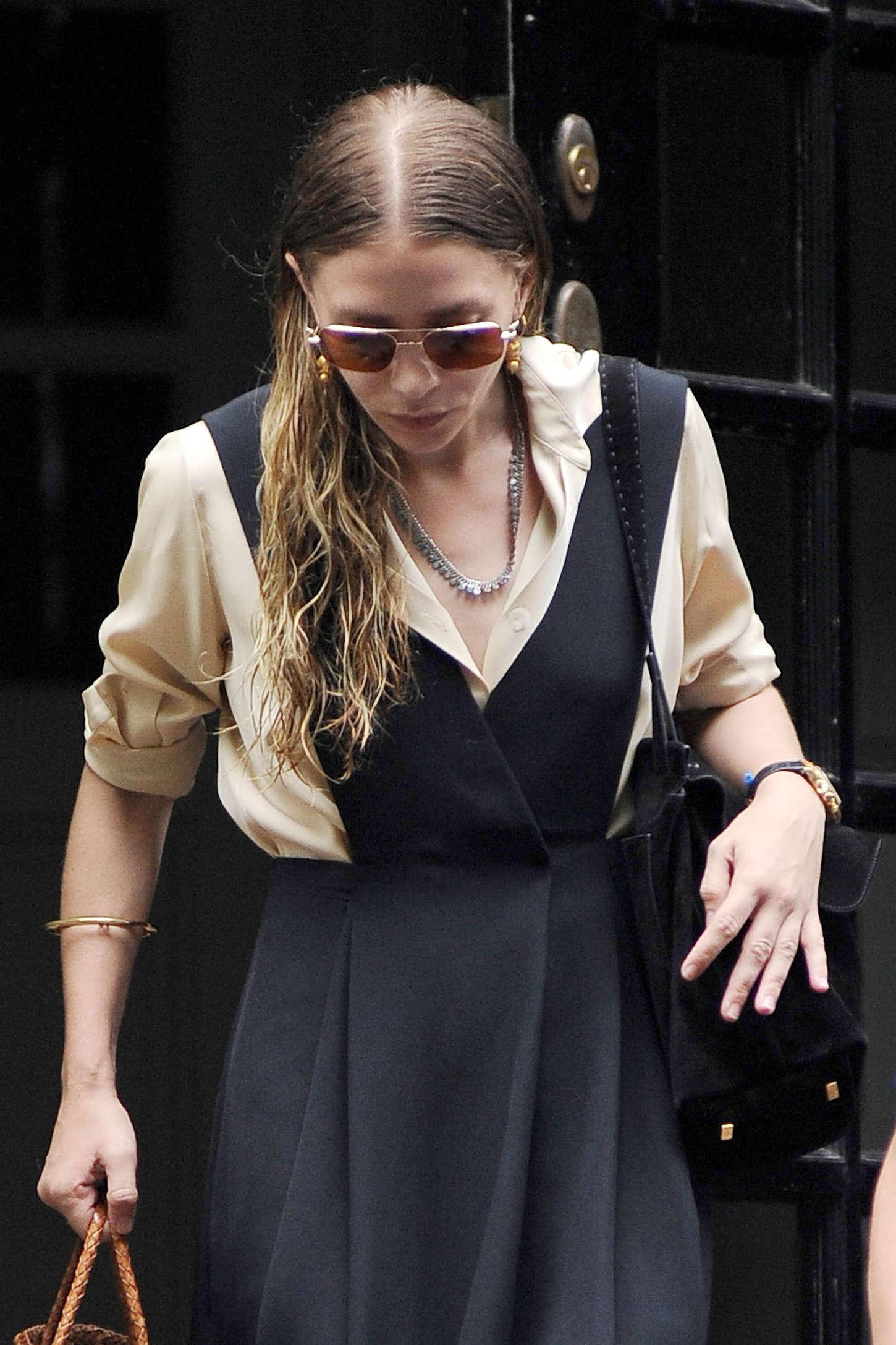 Ashley Olsen Leaving her House in New York
