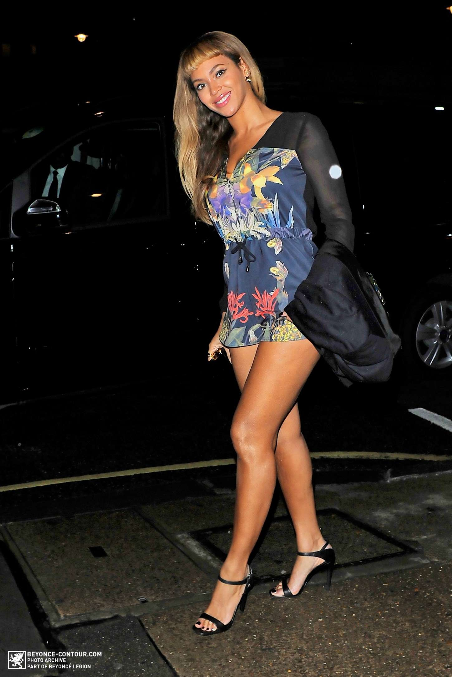 Beyonce Arriving at Harrys Bar in London