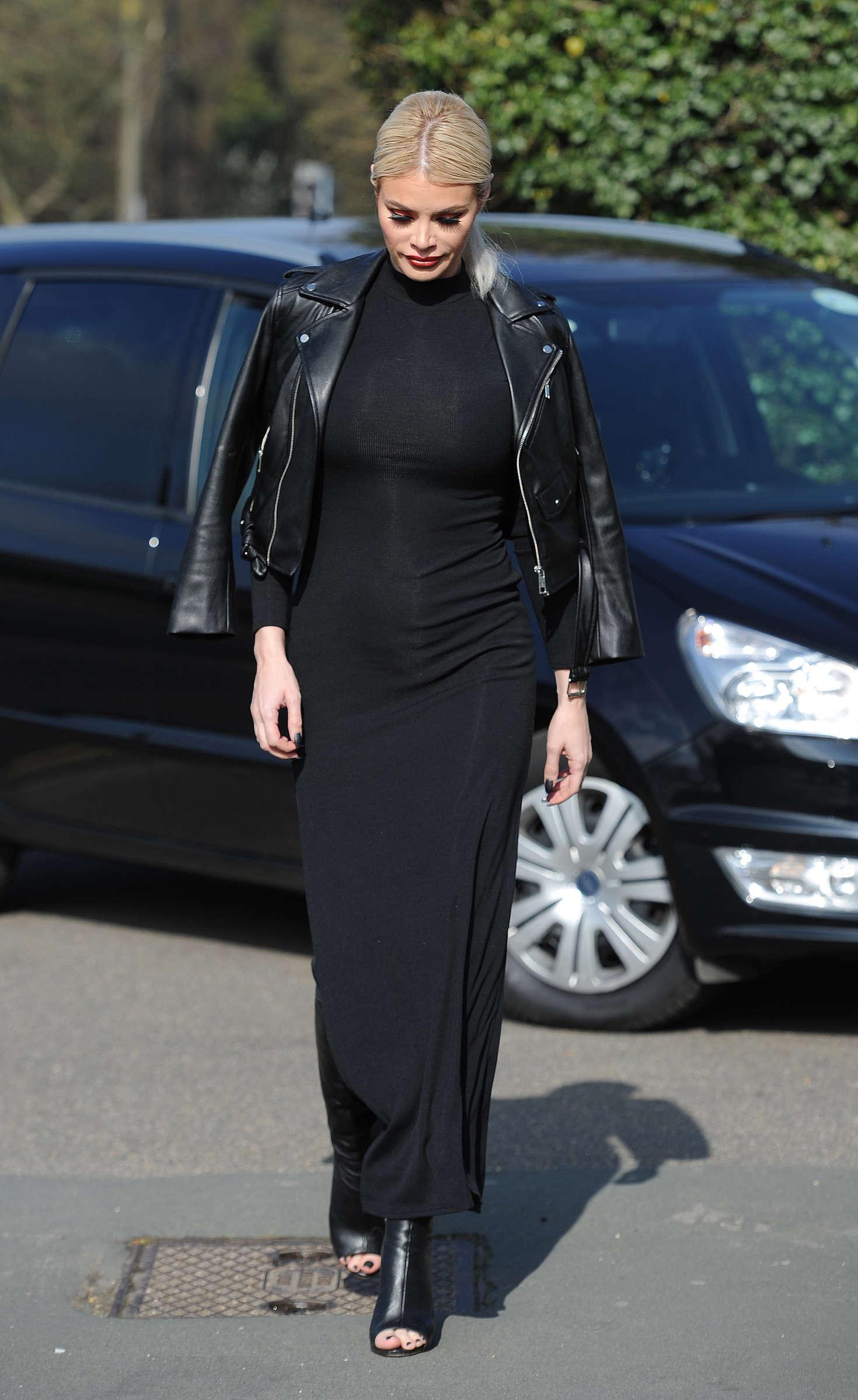 Chloe Sims Heads to fashion show in Danbury
