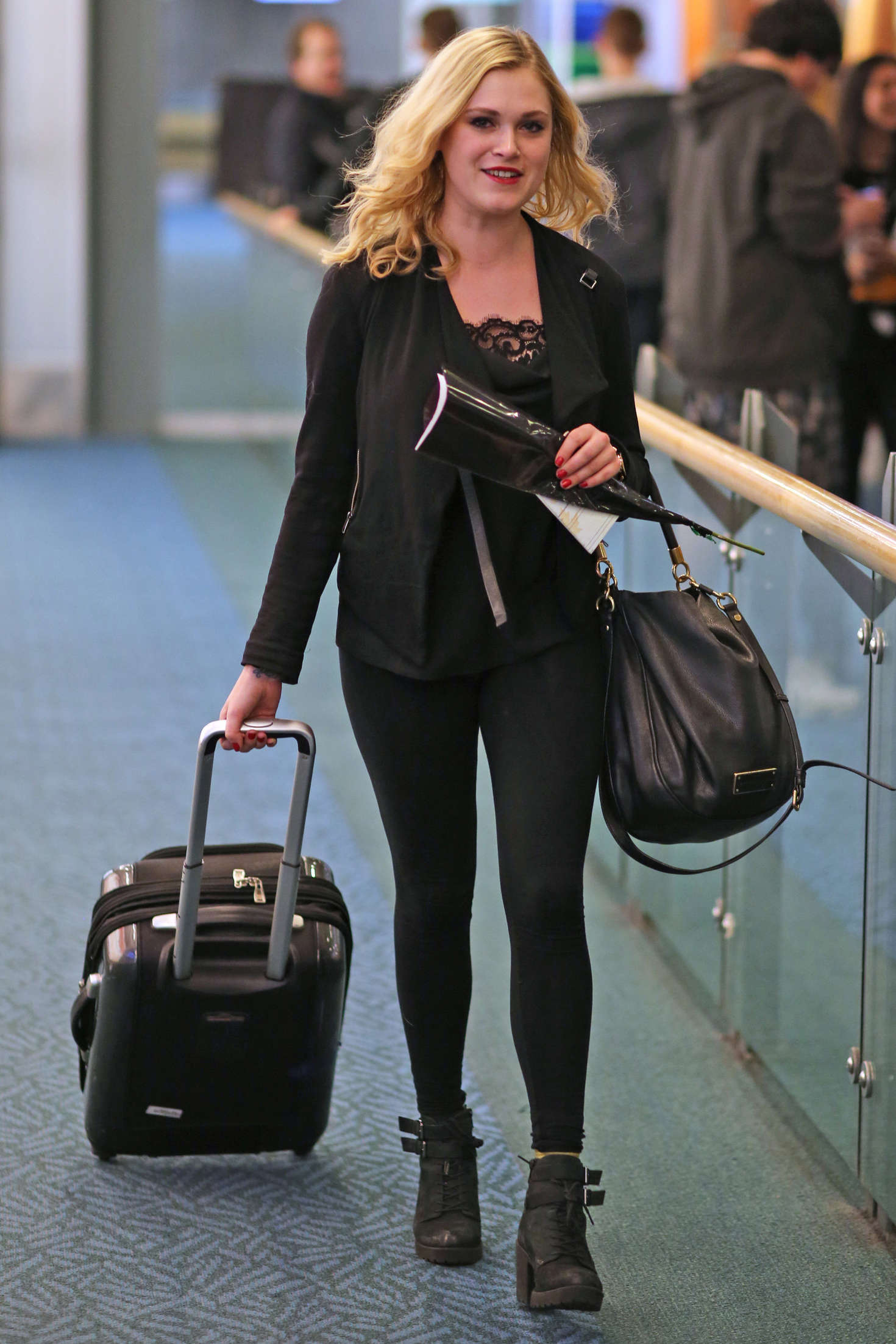 Eliza Taylor Arriving in Vancouver