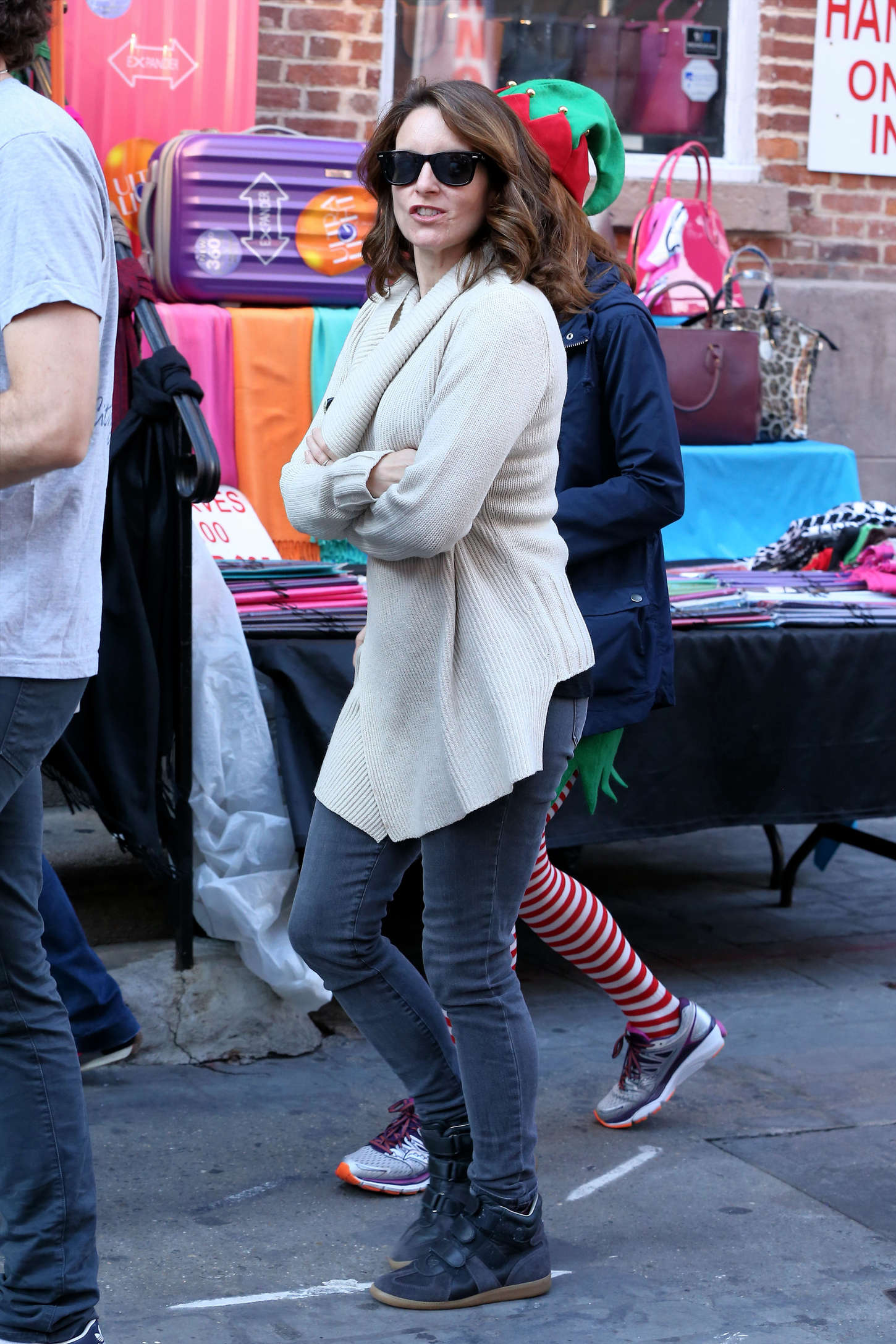 Ellie Kemper and Tina Fey on Unbreakable Kimmy Schmidt set in New York