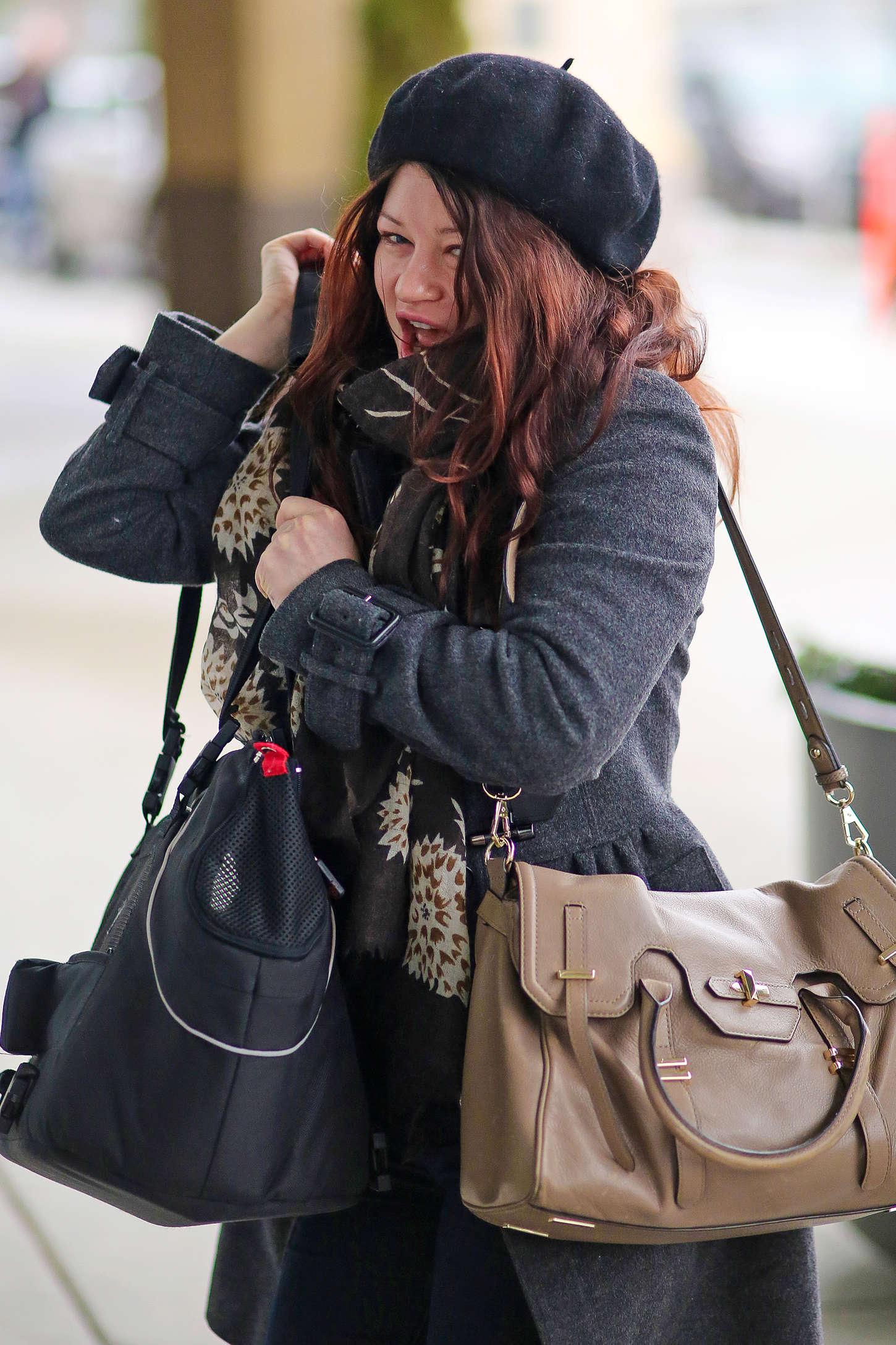 Emilie de Ravin at Vancouver Airport