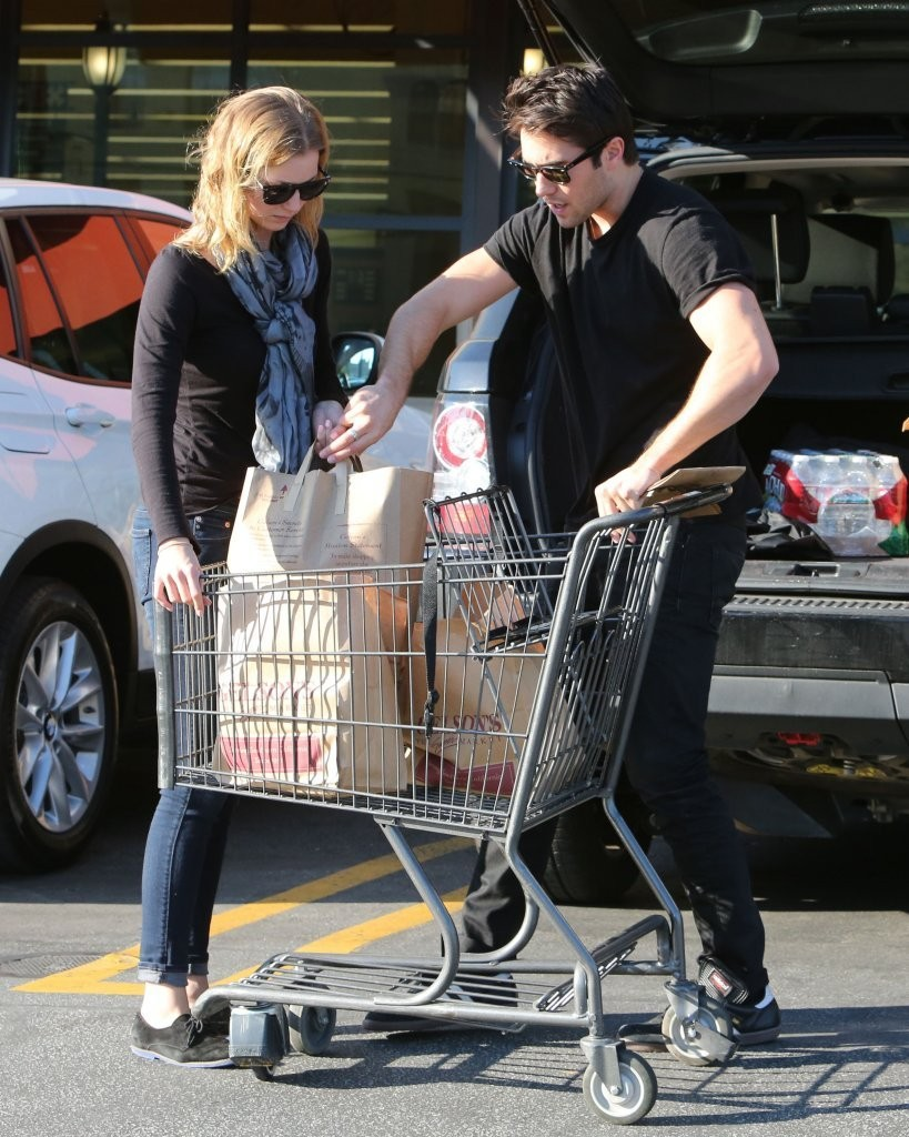Emily VanCamp Shopping Candids at Gelson in Los Feliz
