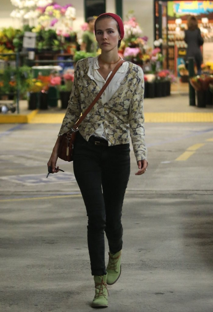 Isabel Lucas in Tight Pants Shopping at Whole Foods in Beverly Hills